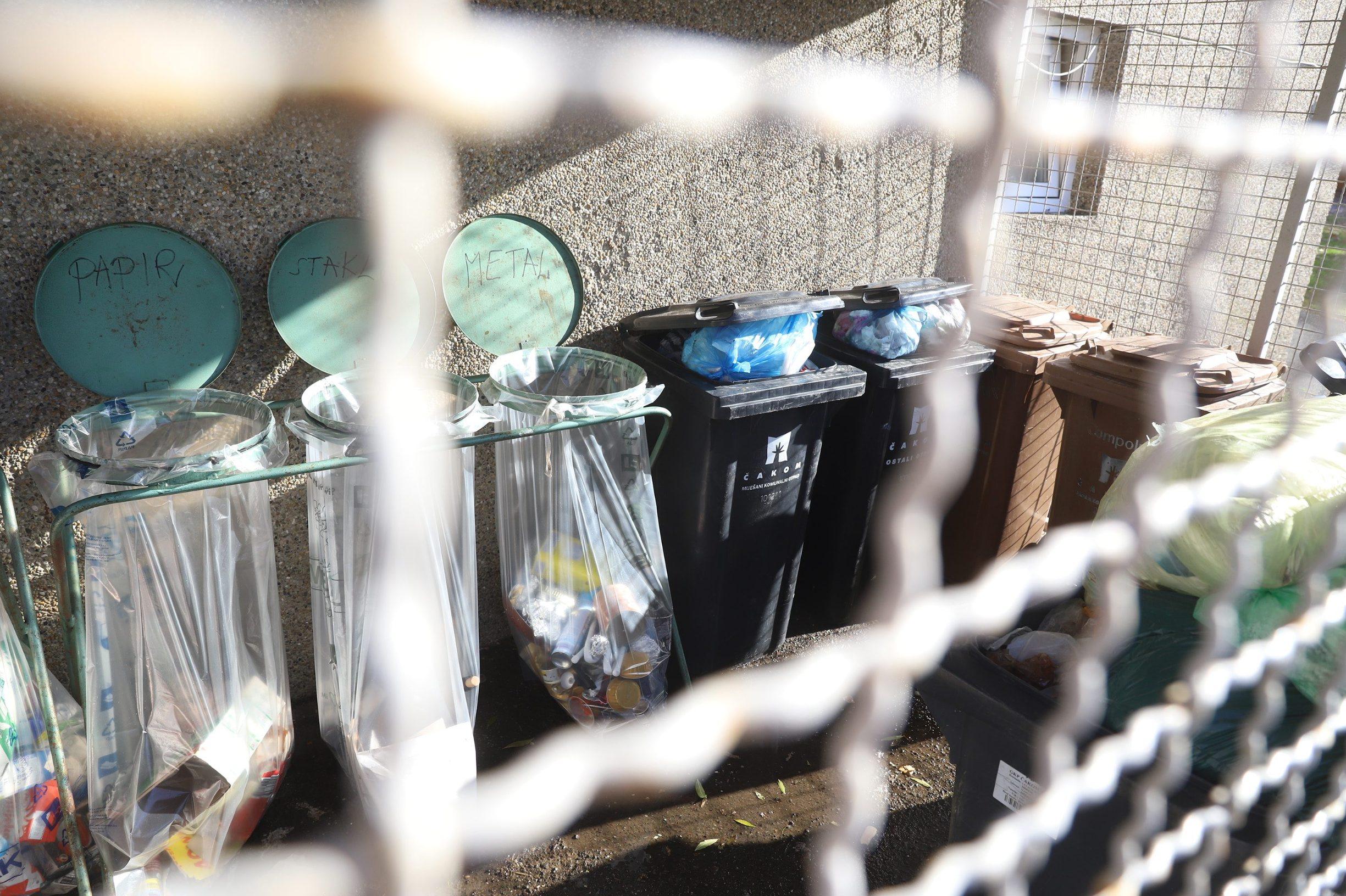 Cakovec, 181119. Reportaza o razvrstavanju otpada u Cakovcu. Na fotografiji: spremnici za smece. Foto: Zeljko Hajdinjak / CROPIX