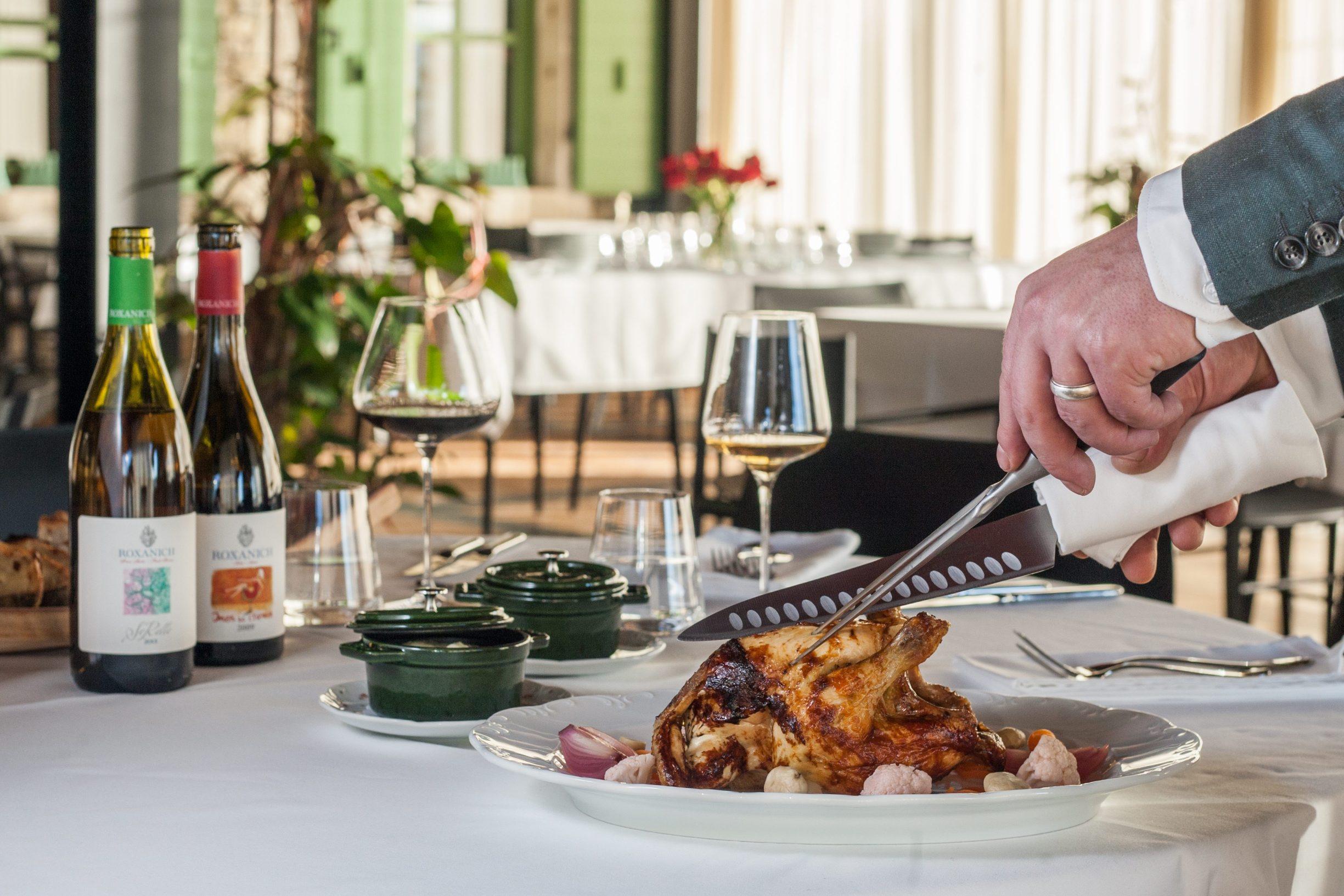 Motovun, 130219. Vinarija i hotel Roxanich. Na fotografiji: Rotisserie pile i ukiseljeno povrce. Foto: Matija Djanjesic / CROPIX