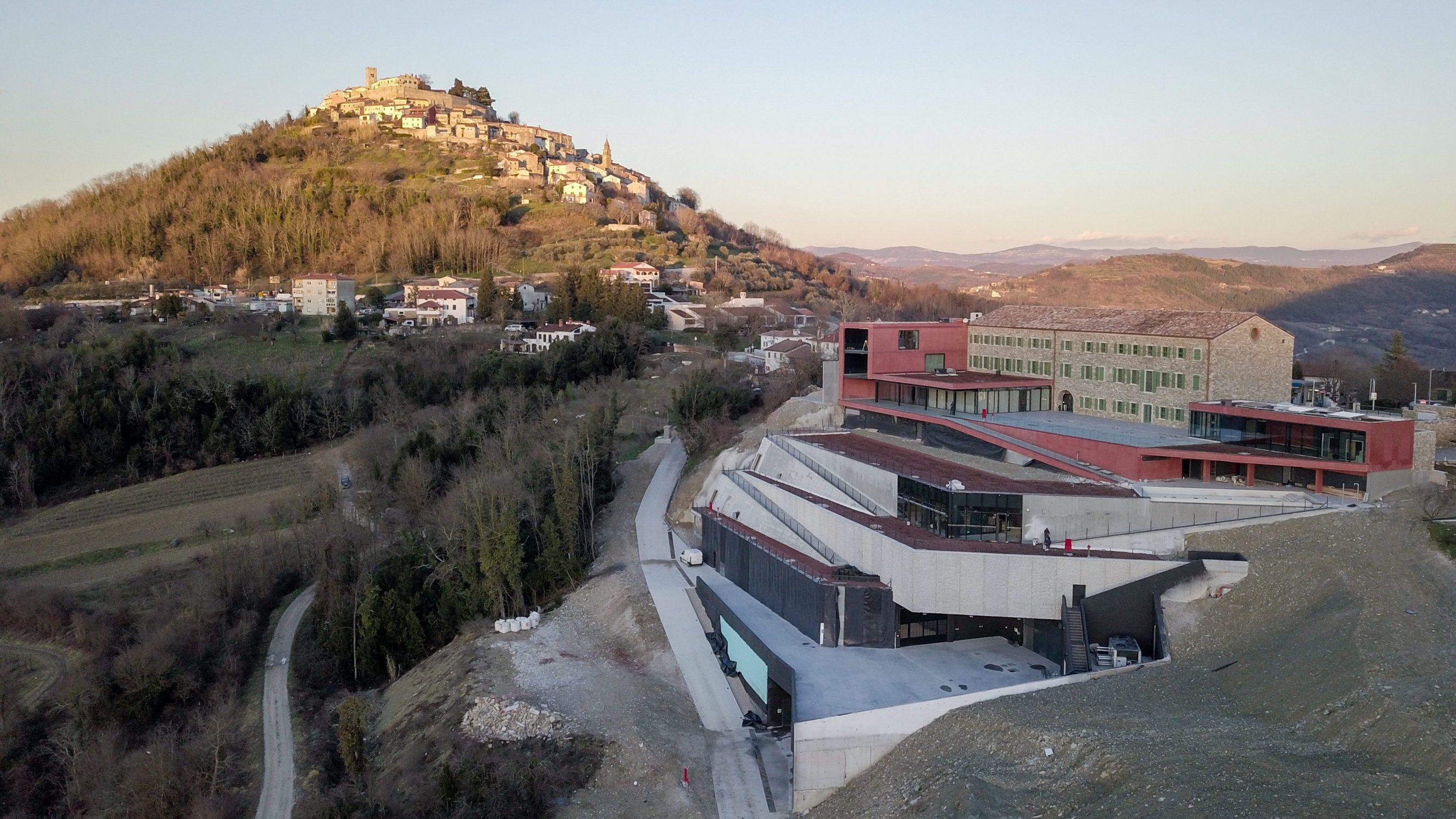 Motovun, 130219. Vinarija i hotel Roxanich. Na fotografiji: Vinarija i hotel Roxanich. Foto: Matija Djanjesic / CROPIX