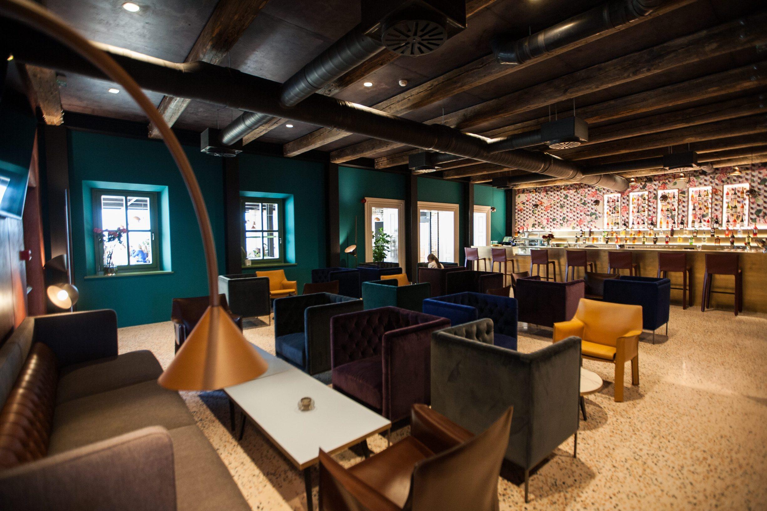 Motovun, 130219. Vinarija i hotel Roxanich. Na fotografiji: bar u novouredjenom dijelu hotela. Foto: Matija Djanjesic / CROPIX