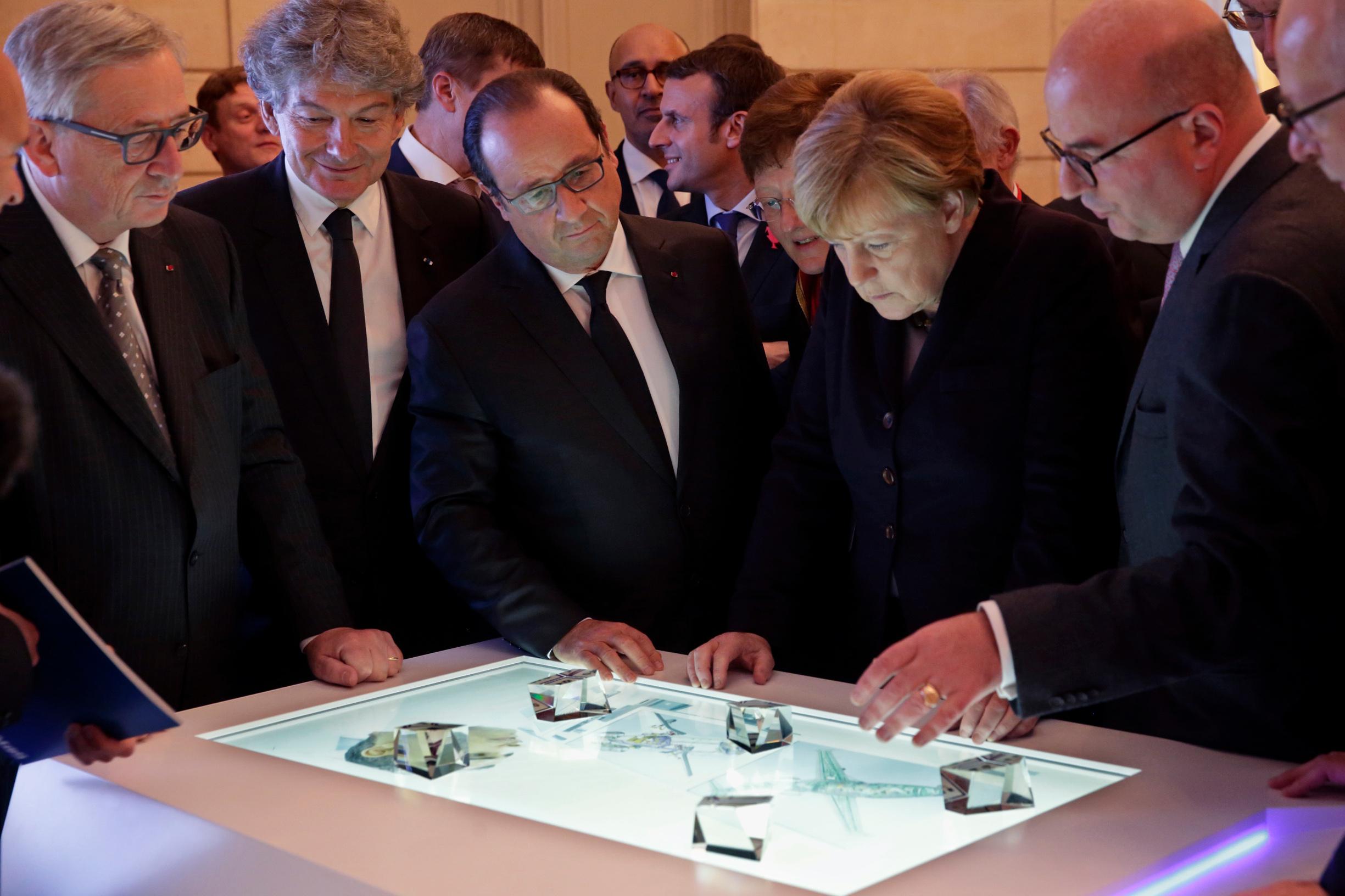 Ilustracija: Europski lideri na tehnološkom summitu u Elizejskoj palači u Parizu u studenom 2015. godine