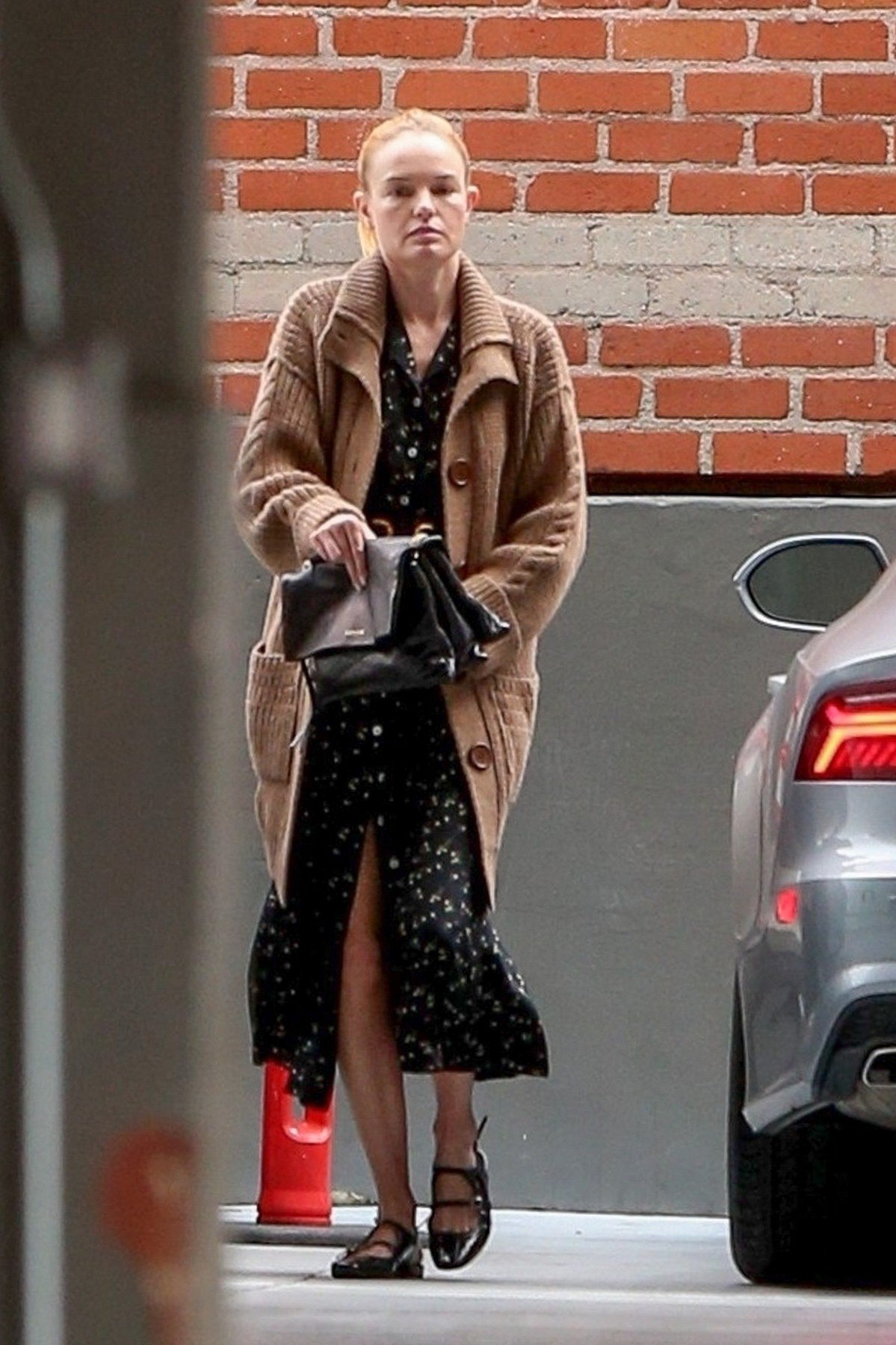 Beverly Hills, CA  - *EXCLUSIVE* A fresh-faced Kate Bosworth fixes her dress as she runs errands in Beverly Hills.  Pictured: Kate Bosworth    *UK Clients - Pictures Containing Children Please Pixelate Face Prior To Publication*, Image: 414981832, License: Rights-managed, Restrictions: , Model Release: no, Credit line: Profimedia, Backgrid USA