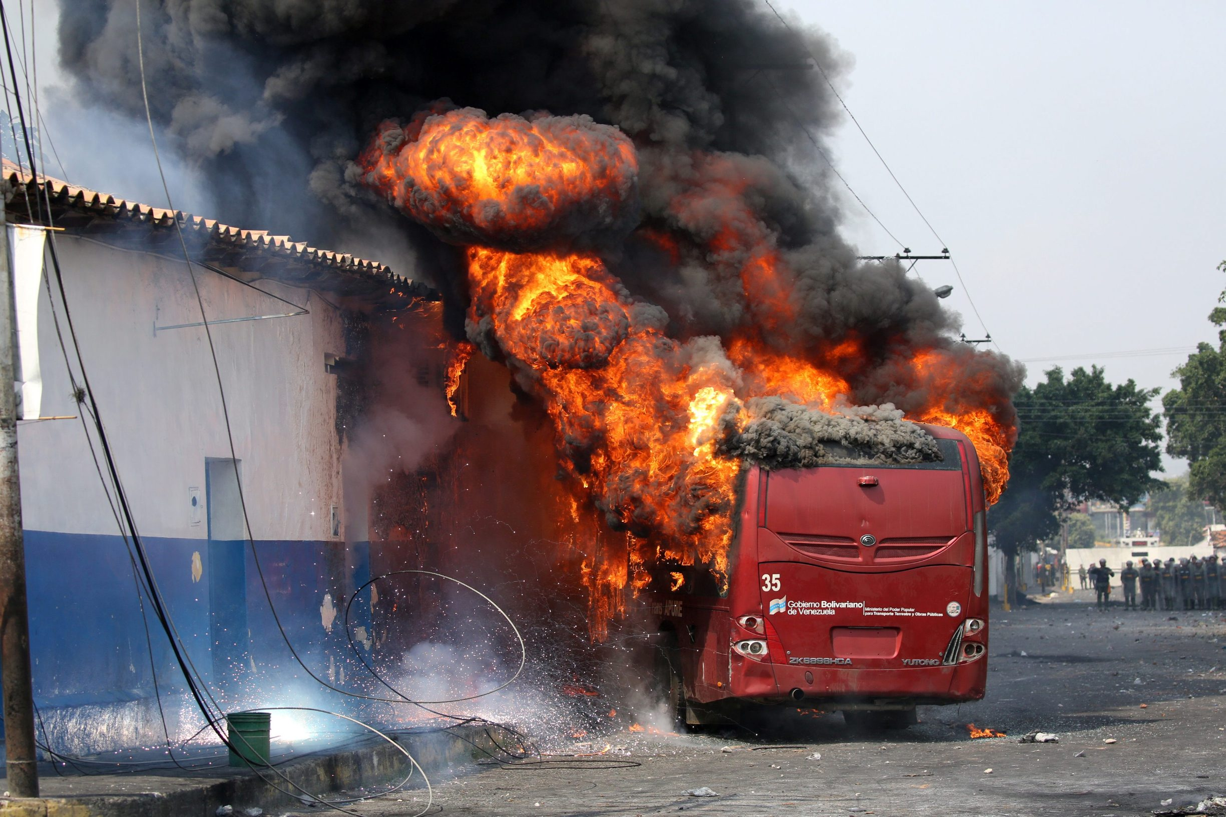 Autobus u plamenu
