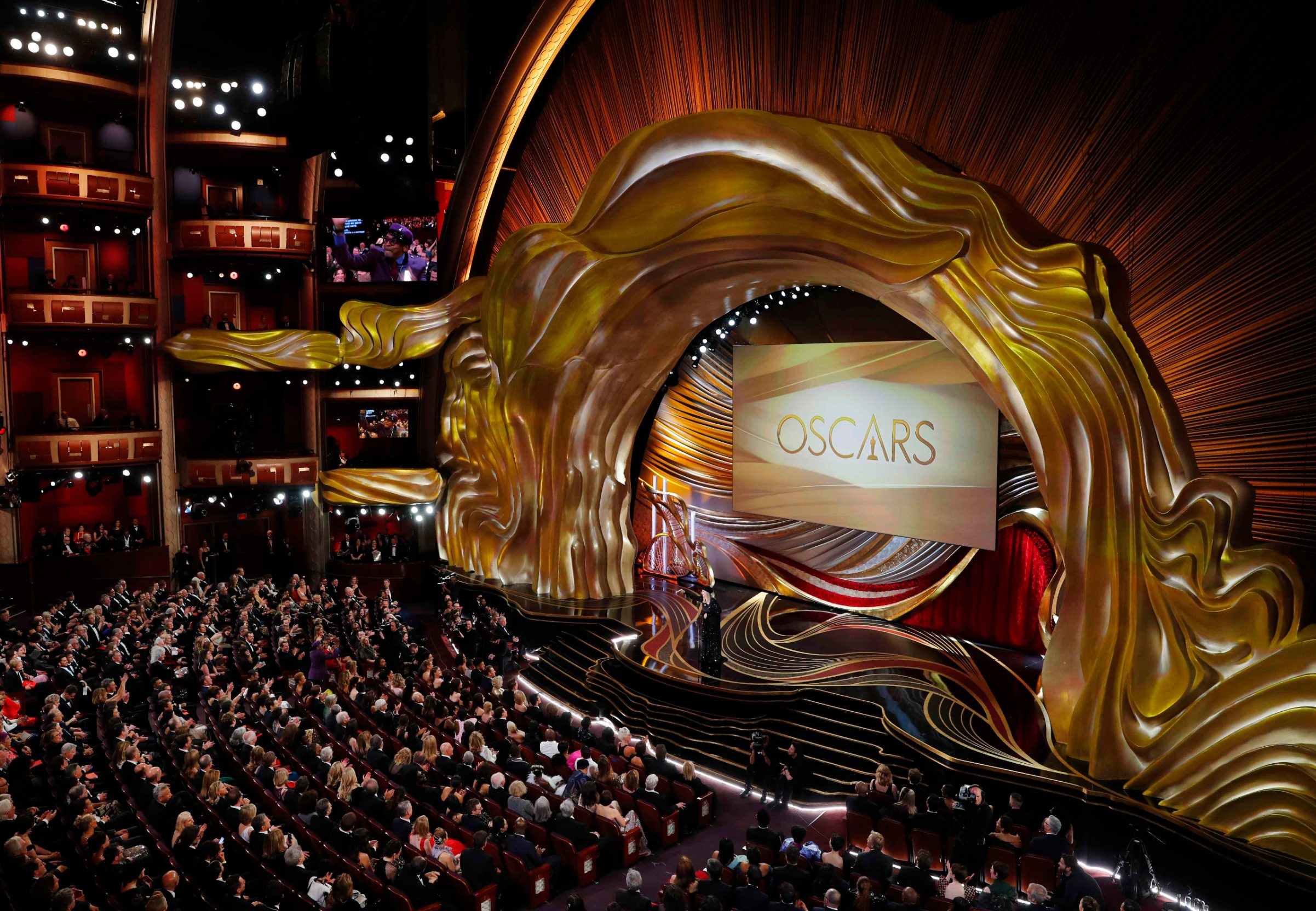 2019-02-25T034605Z_398055299_HP1EF2P0AGS8D_RTRMADP_3_AWARDS-OSCARS