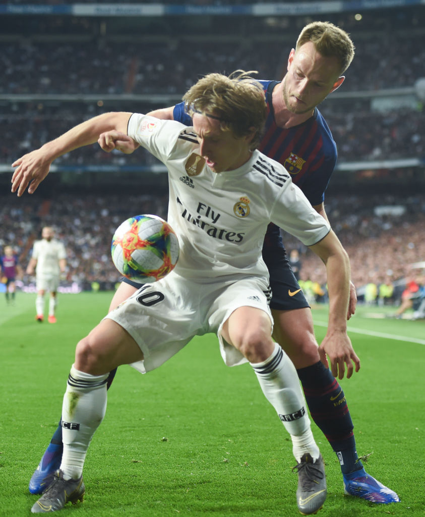 MADRID, SPAIN - FEBRUARY 27: Luka Modric (front) of Real Madrid is challenged by Ivan Rakitic of FC Barcelona during the Copa del Rey Semi Final second leg match between Real Madrid and FC Barcelona at Bernabeu on February 27, 2019 in Madrid, Spain. (Photo by Denis Doyle/Getty Images)