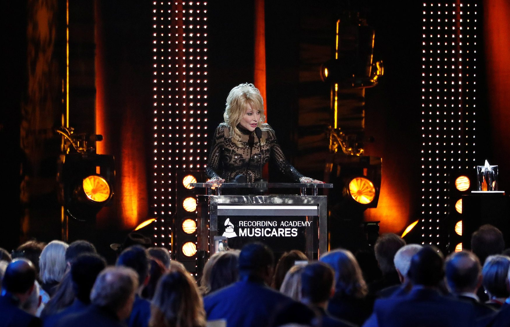 2019-02-09T073502Z_1267032485_RC1AC33C4FF0_RTRMADP_3_MUSIC-DOLLY-PARTON