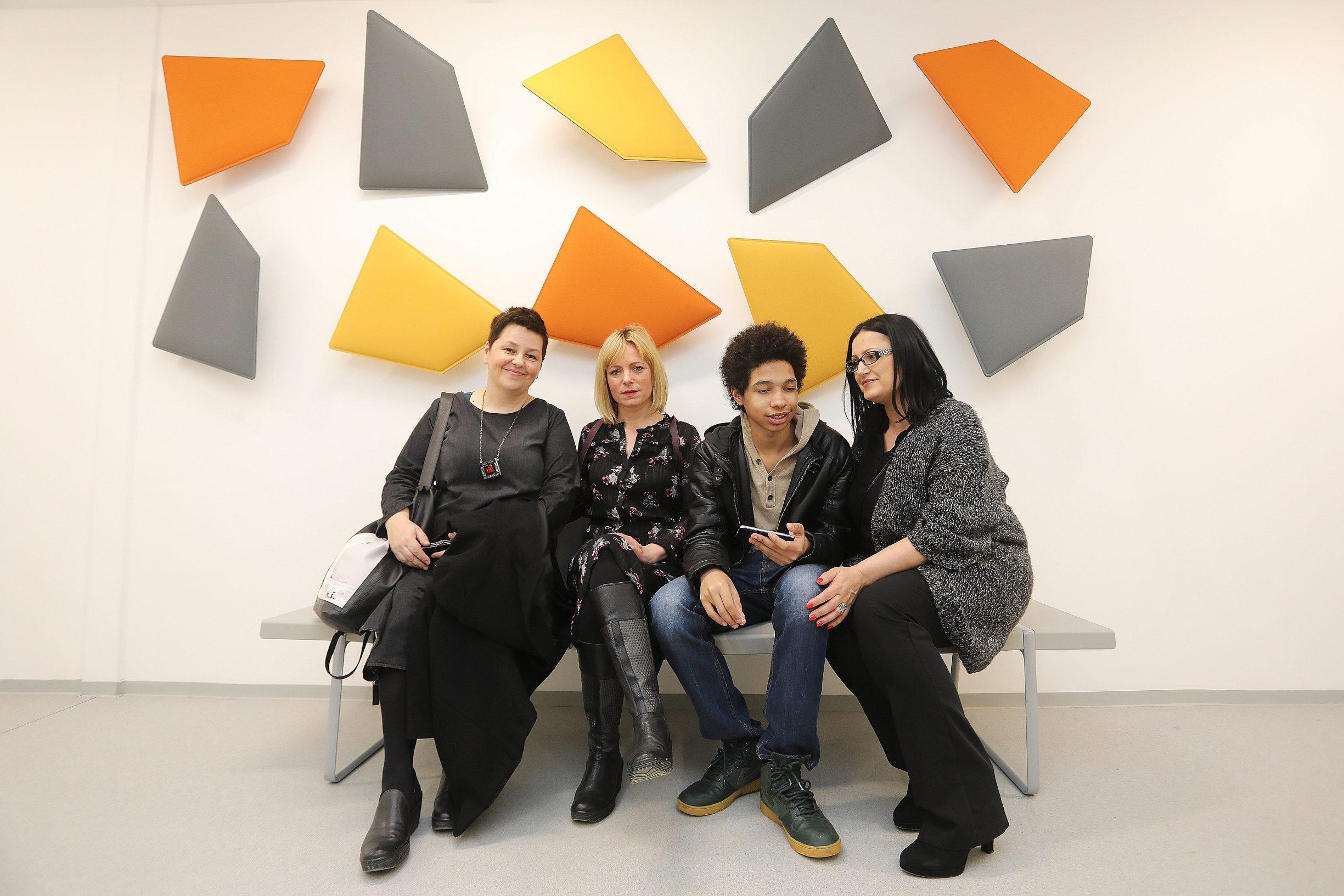 Na fotografiji: Daliborka Pavošević, Emilija Smit Polić, Klaudija Scaggs sa sinom Keinethom