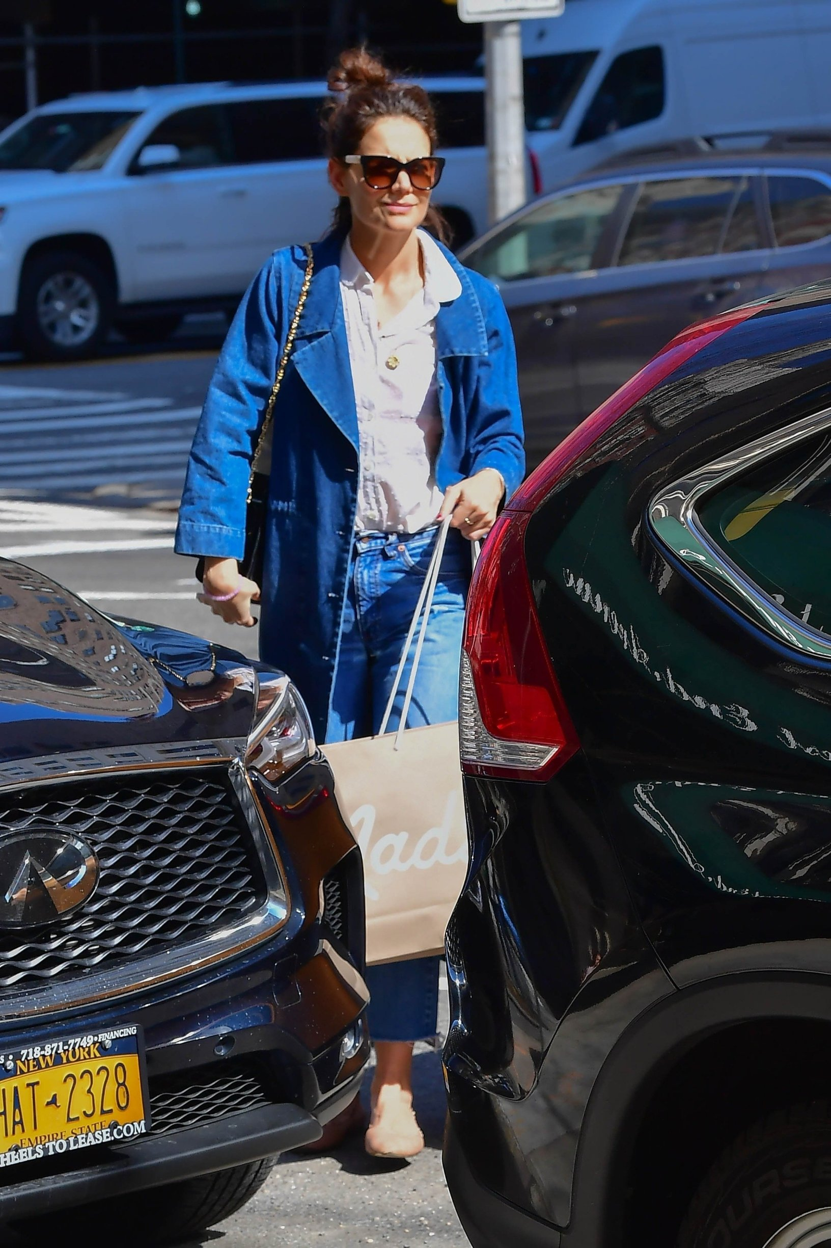 ** RIGHTS: WORLDWIDE EXCEPT IN FRANCE, GERMANY, POLAND ** New York, NY  - Actress Katie Holmes feeling blue wearing shades of blue with her ensemble today as she endulges into some retail therapy at Madewell.  With rumors swirling that she and Jamie Foxx have split, perhaps Katie was looking to cheer herself up with a shopping spree.  Pictured: Katie Holmes  BACKGRID USA 14 MARCH 2019, Image: 419475732, License: Rights-managed, Restrictions: , Model Release: no, Credit line: Profimedia, Backgrid USA