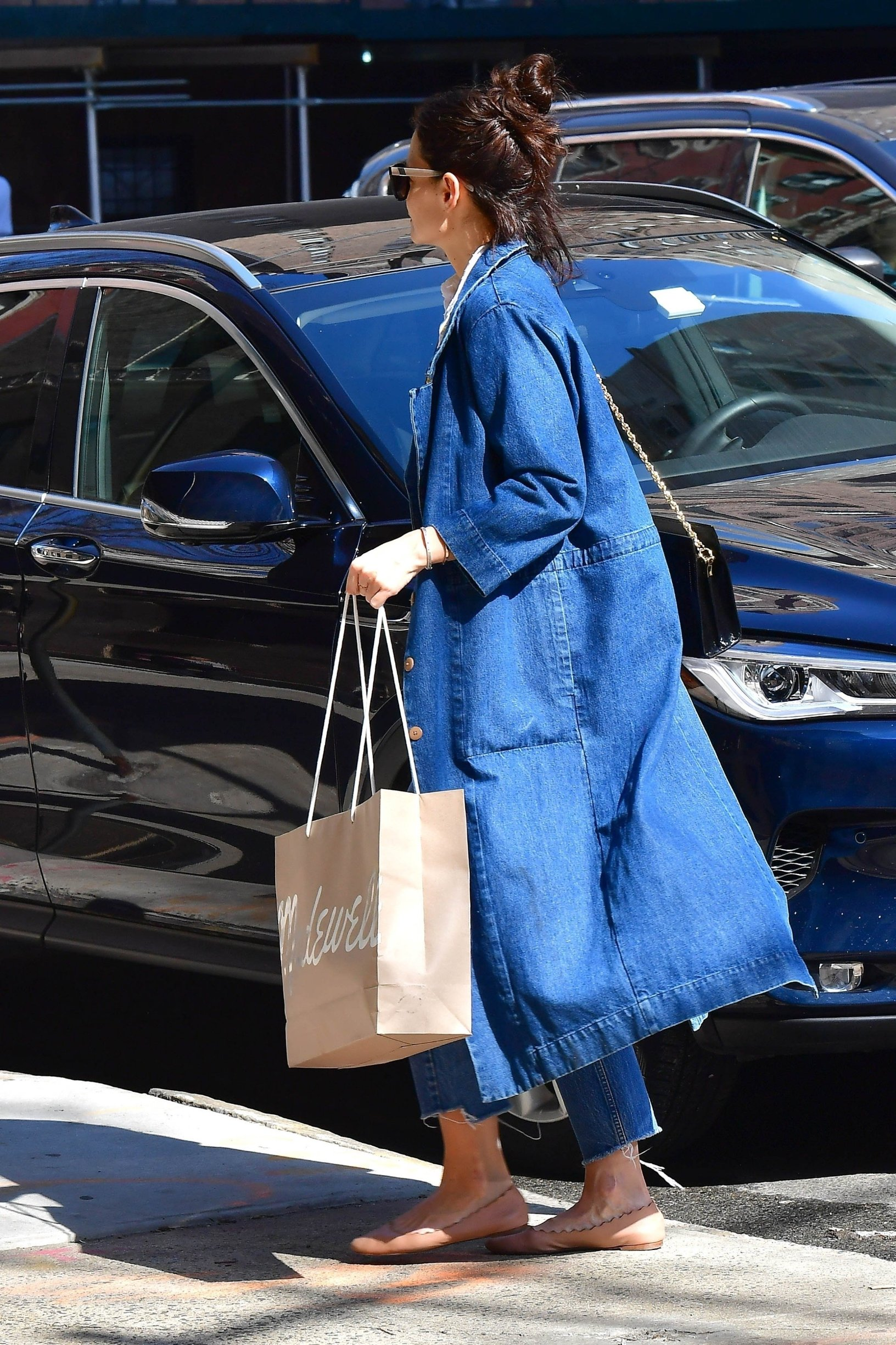 ** RIGHTS: WORLDWIDE EXCEPT IN FRANCE, GERMANY, POLAND ** New York, NY  - Actress Katie Holmes feeling blue wearing shades of blue with her ensemble today as she endulges into some retail therapy at Madewell.  With rumors swirling that she and Jamie Foxx have split, perhaps Katie was looking to cheer herself up with a shopping spree.  Pictured: Katie Holmes  BACKGRID USA 14 MARCH 2019, Image: 419475763, License: Rights-managed, Restrictions: , Model Release: no, Credit line: Profimedia, Backgrid USA