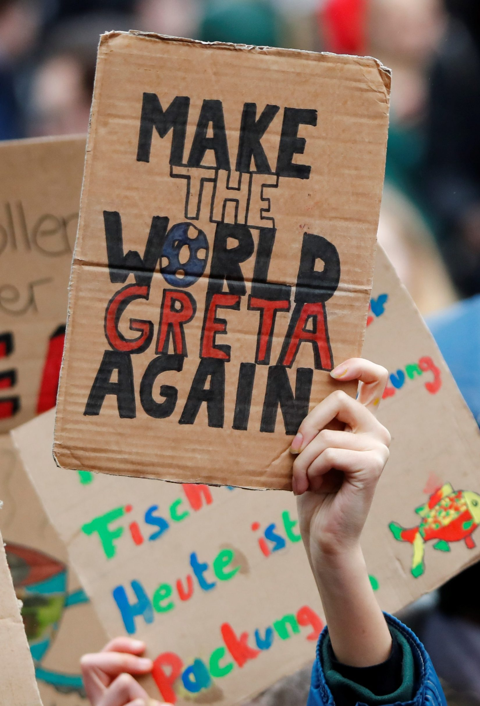 A students holds a placard to support Swedish environmental campaigner Greta Thunberg during a strike from school demanding action on climate change at the town hall square of Duesseldorf, Germany, March 15, 2019.  REUTERS/Wolfgang Rattay