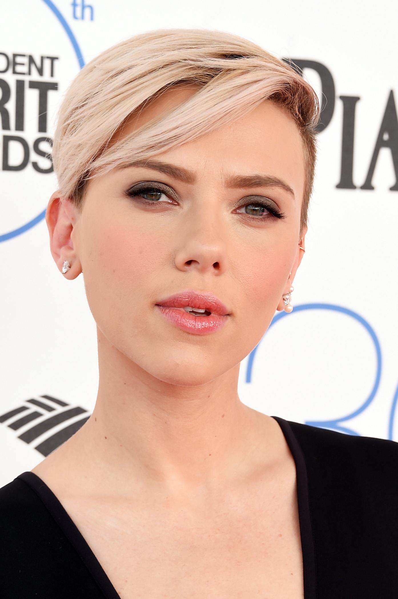 SANTA MONICA, CA - FEBRUARY 21:  Actress Scarlett Johansson attends the 2015 Film Independent Spirit Awards at Santa Monica Beach on February 21, 2015 in Santa Monica, California.  (Photo by Jason Merritt/Getty Images)