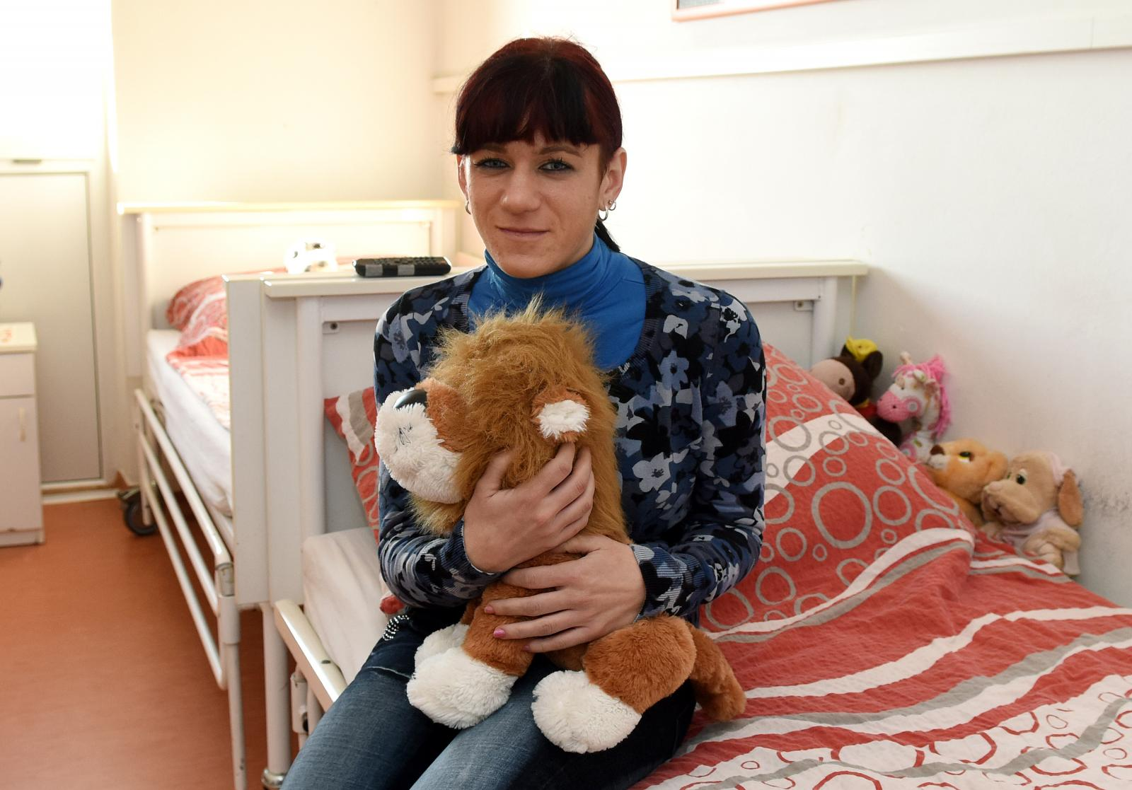 Sanela je u Karlovac stigla sredinom 2009. godine, sve do tada selili su je od ustanove do ustanove, s adrese na adresu...