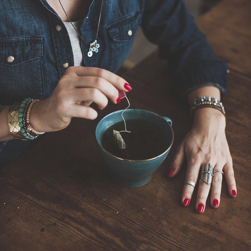 Zeleni čaj dolazi iz Kine te je u njihovoj narodnoj medicini spominjan kao lijek koji liječi mnoge bolesti