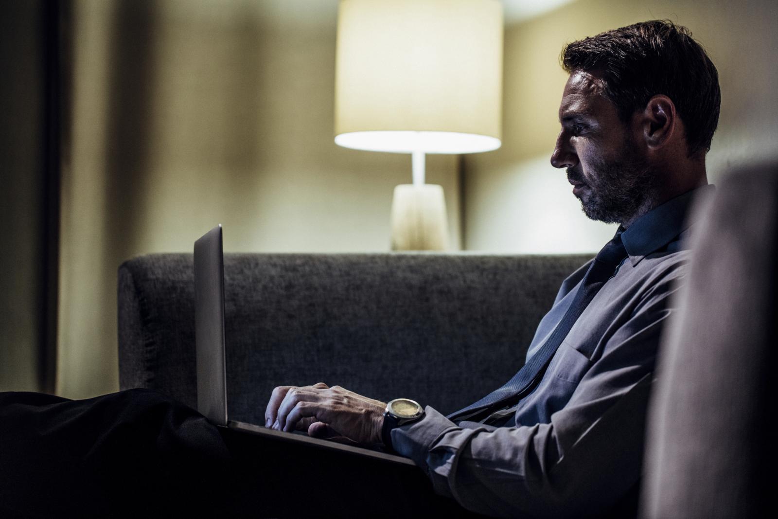Ljudi na poslu i kod kuće sve više vremena provode sjedeći.