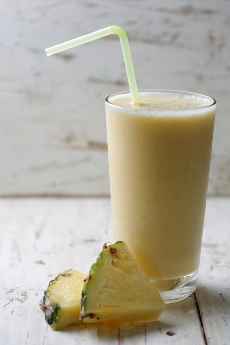 Od ljekovitih sastojaka ananasa ističe se bromelin, grupa enzima koji razgrađuju proteina, što znači da pomaže procesu probave.