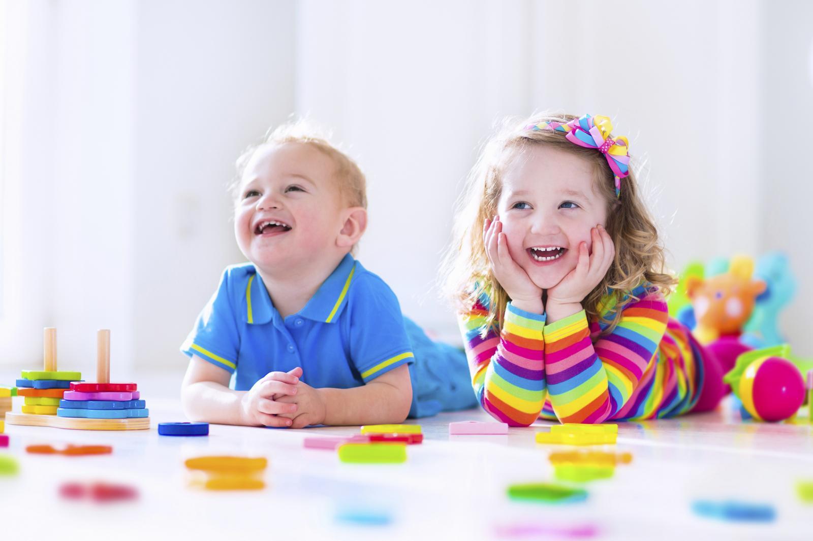 Djeca bez obzira na utjecaj okoline već u prvoj godini života pokazuju afinitete prema 'muškim' ili 'ženskim' igračkama.
