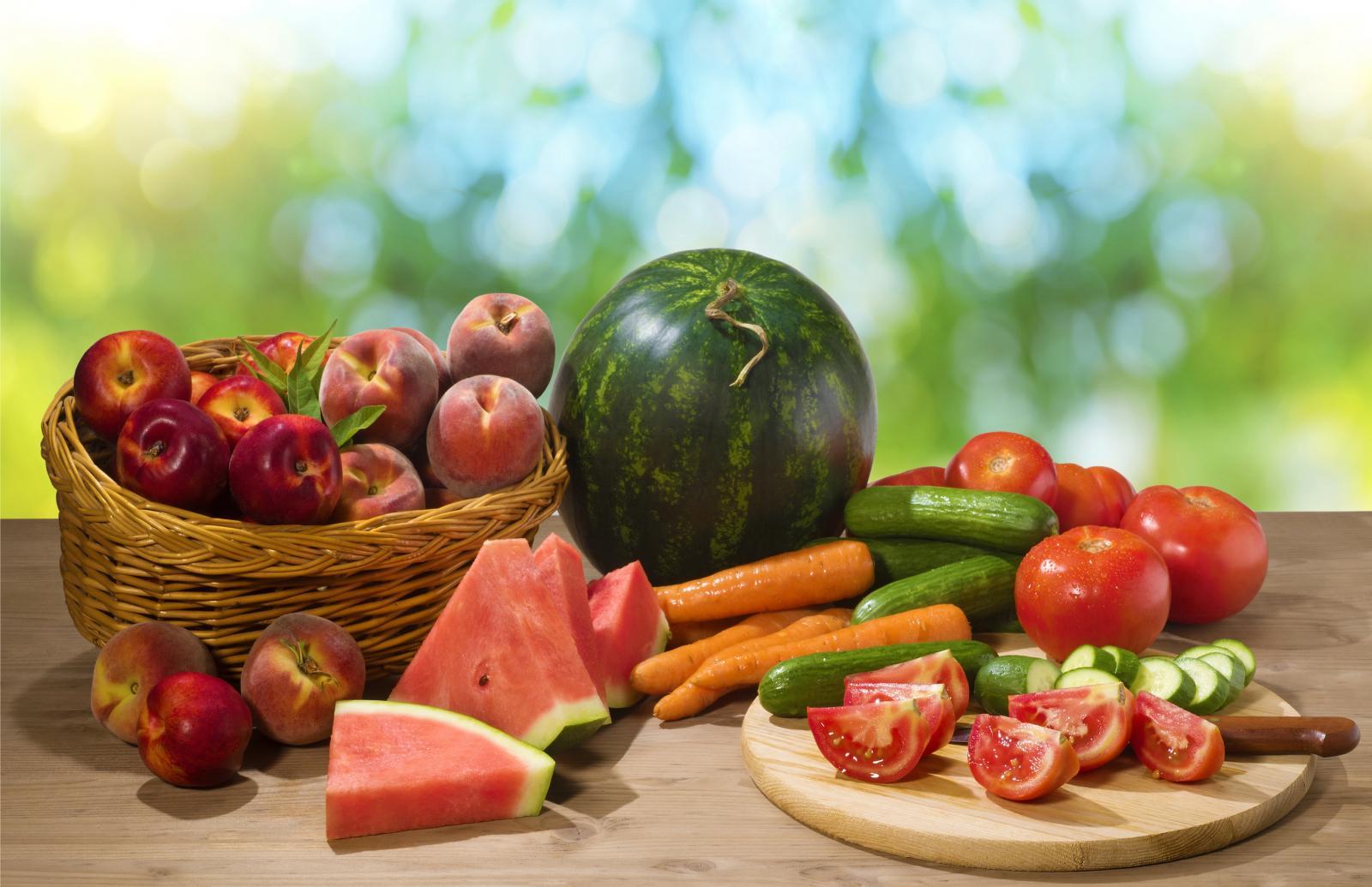 Pozitivan učinak voća i povrća ne može se ograničiti samo na prisutnost antioksidanasa, budući da je on rezultat djelovanja više stotina različitih prirodnih komponenti.