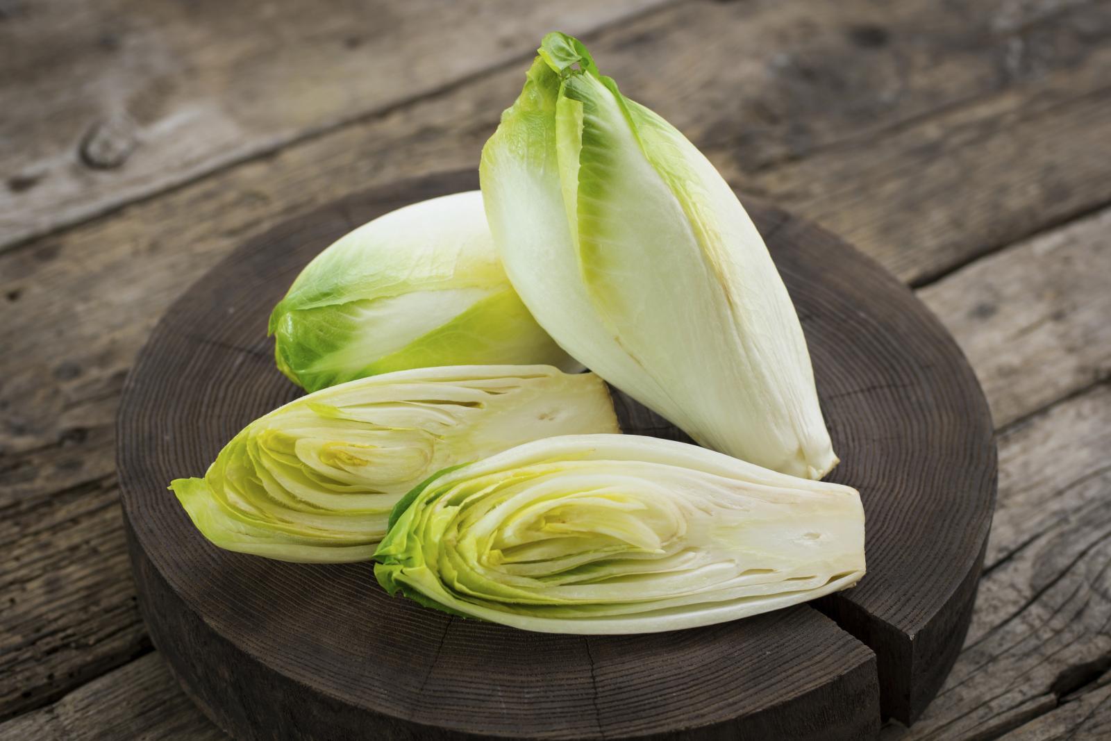 Salata od listova i korijena lisnate cikorije dobra je za liječenje probavnih organa.