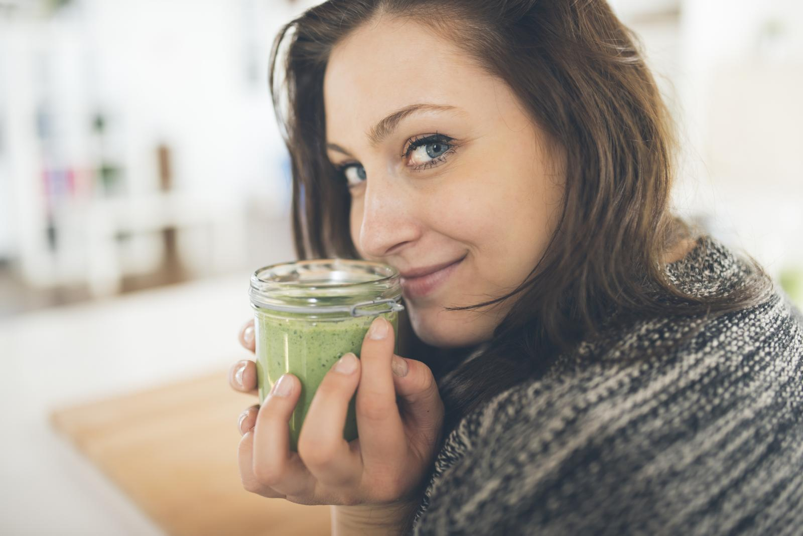 Zeleno lisnato povrće bogato je vitaminom C, ali i onima B skupine, zašto onda od njega ne biste radili smoothie?