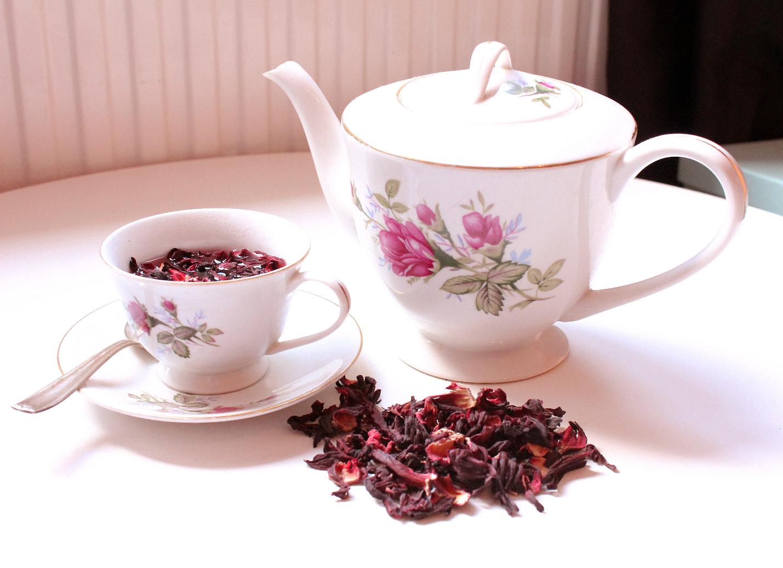 Čaj je izvrsno osvježenje kroz cijelu godinu, budući da je odličan i vruć i leden, već kako kome i u koje vrijeme odgovara.