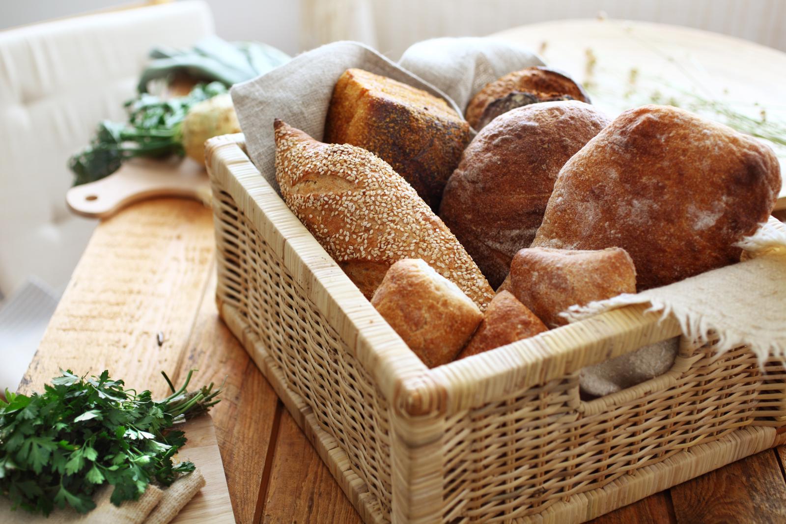 Tijesto s divljim kvasom sadrži prirodne probiotike i laktobacile iz žitarica koji razgrađuju fitinsku kiselinu i teško probavljiv gluten pretvaraju u nutrijente.
