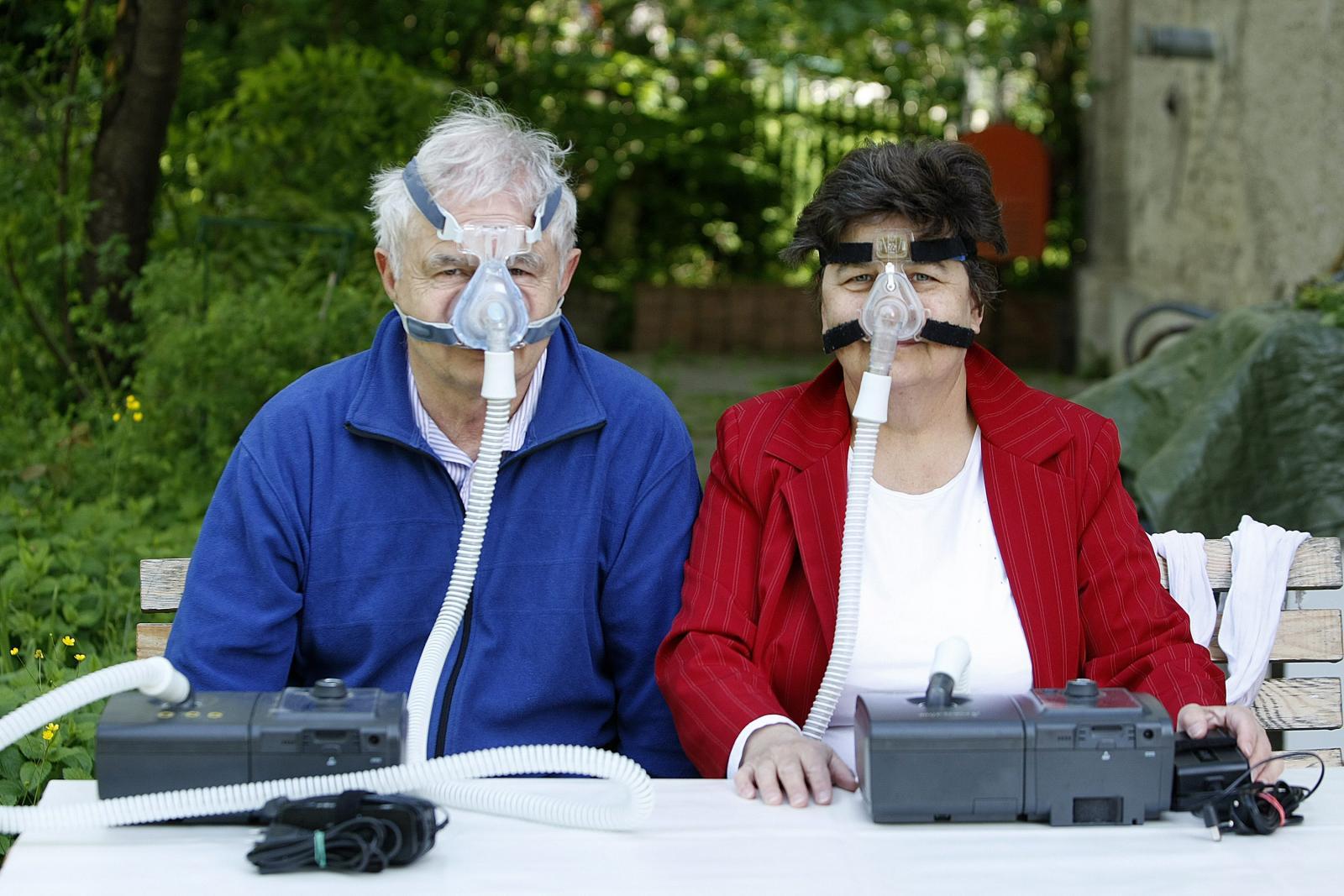 Bračni par Gordana i Veljko Lodeta boluju od teškog oblika apneje, pa oboje spavaju sa CPAP aparatom.