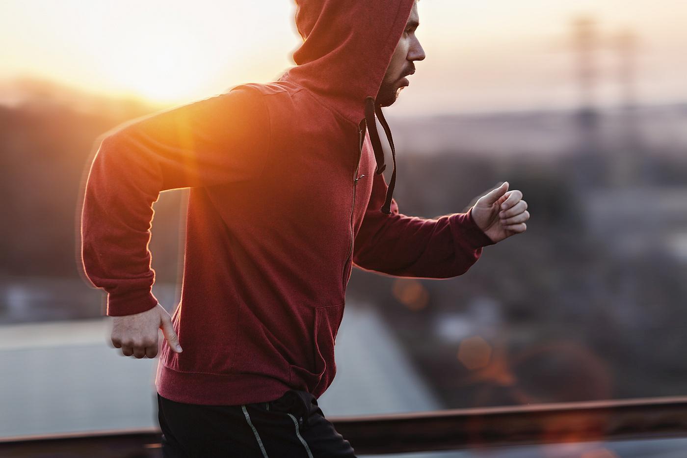 Za osobe sa slabijim kostima bi možda bilo bolje da trče nego plivaju ili voze bicikl.
