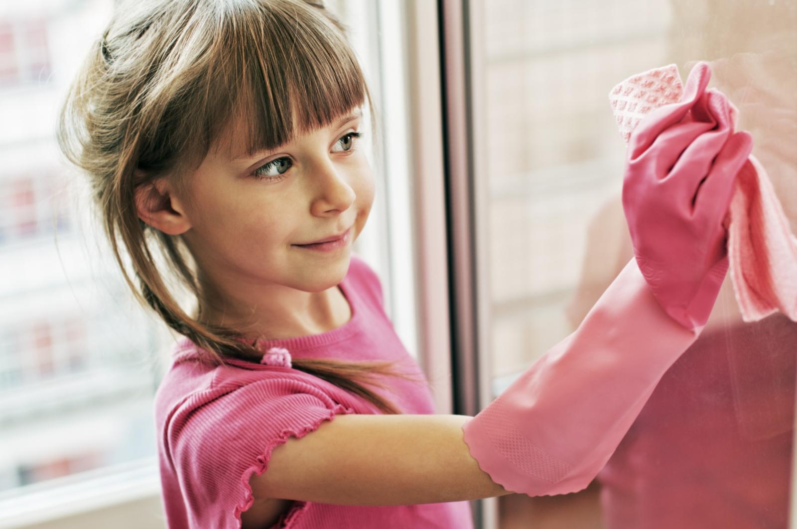 Čišćenje prirodnim sredstvima bit će zanimljivo i djeci ako im dozvolite da vam sami pripreme te čudesne pripravke.