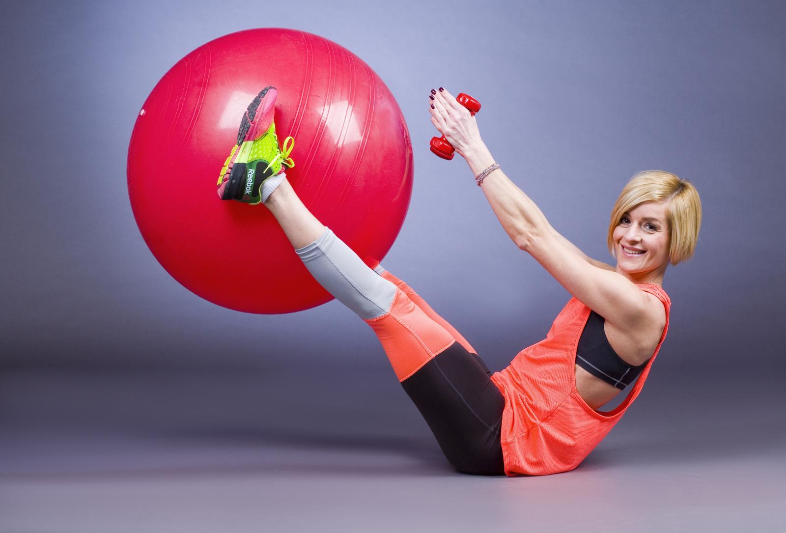 Eva Politeo pokazat će vam kratki trening koji će popraviti važe držanje.
