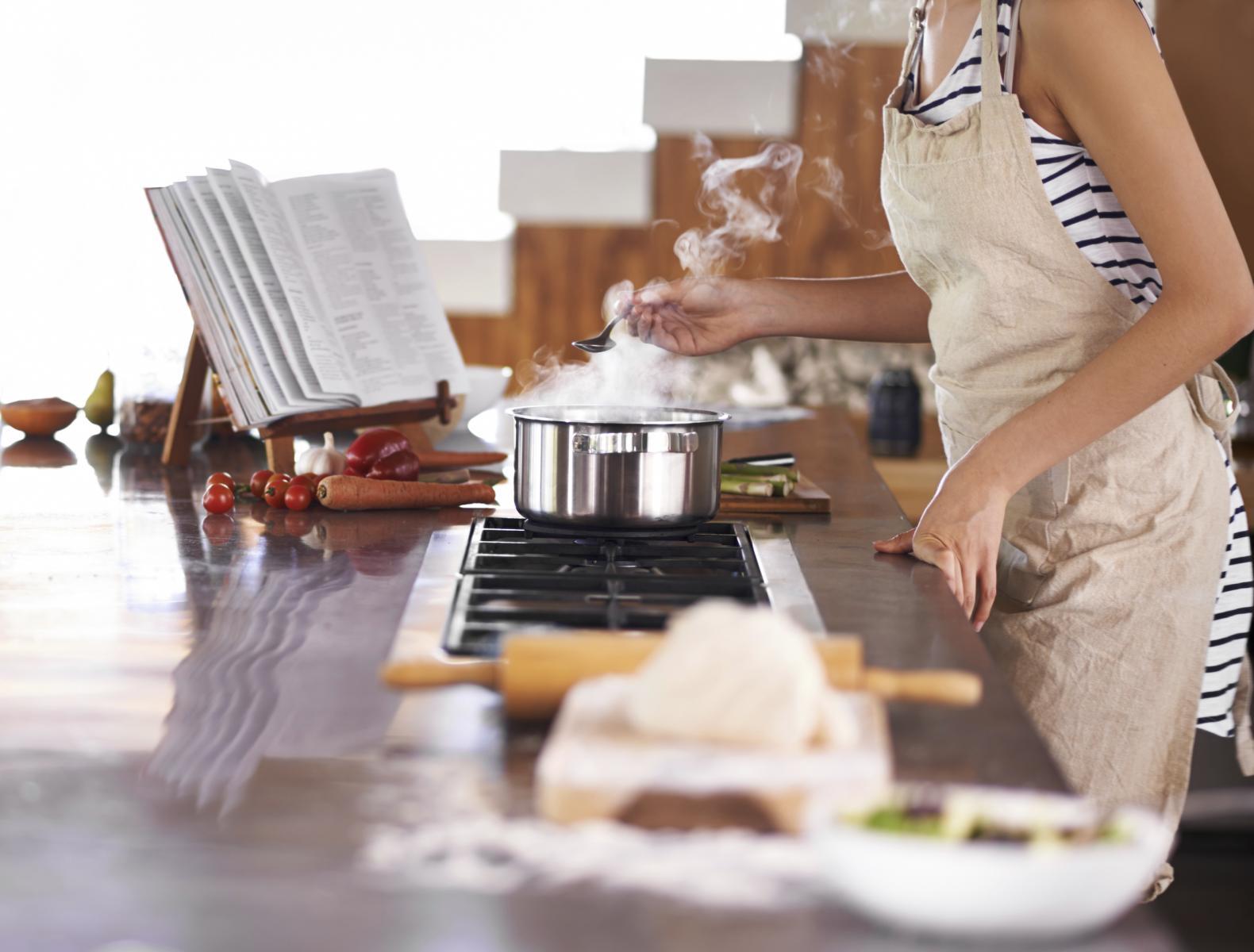 Kuhanje je nekima poseban gušt, no danas rijetko imamo vremena stajati satima uz štednjak. Ponekad si treba malo olakšati.