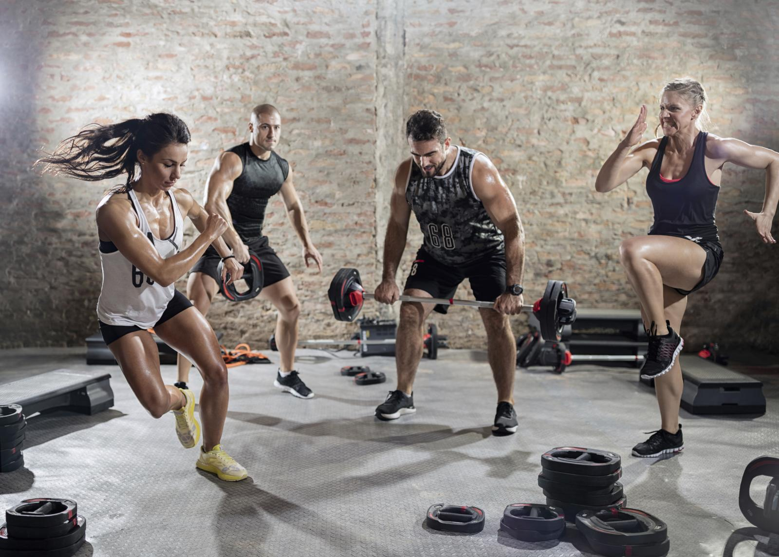 Kako biste sagorjeli prekomjernu masnoću, složite plan vježbanja koji uključuje elemente kardio vježbi i vježbi snage jer samo trbušnjaci neće otopiti mast s trbuha.