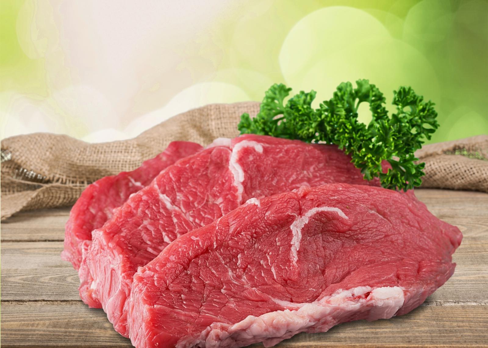 Crveno meso bogat je izvor proteina.