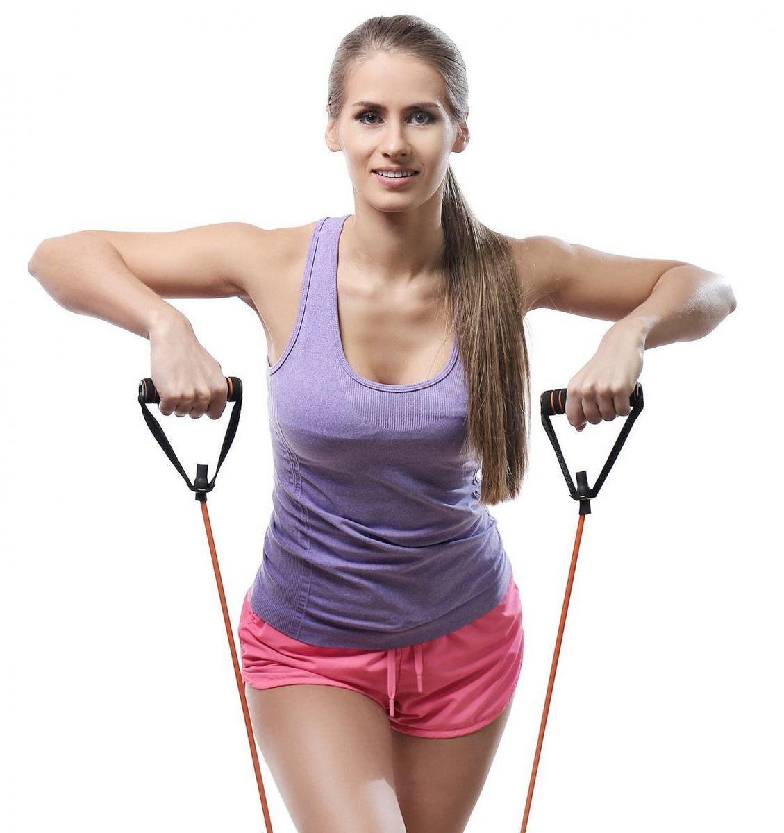 Vježbanje je praktično i kvalitetno s elastičnom gumom s ručkama.