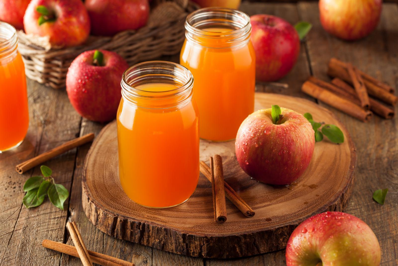 Imate li priliku doći do domaćih jabuka, svakako iskoristite prigodu da se počastite čašom jabukovače.
