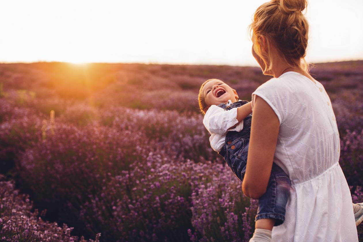 Ne morate ići u Provansu kako biste uživali u mirisu lavande, kupite sadnicu i smjestite je u svoju i dječju sobu.
