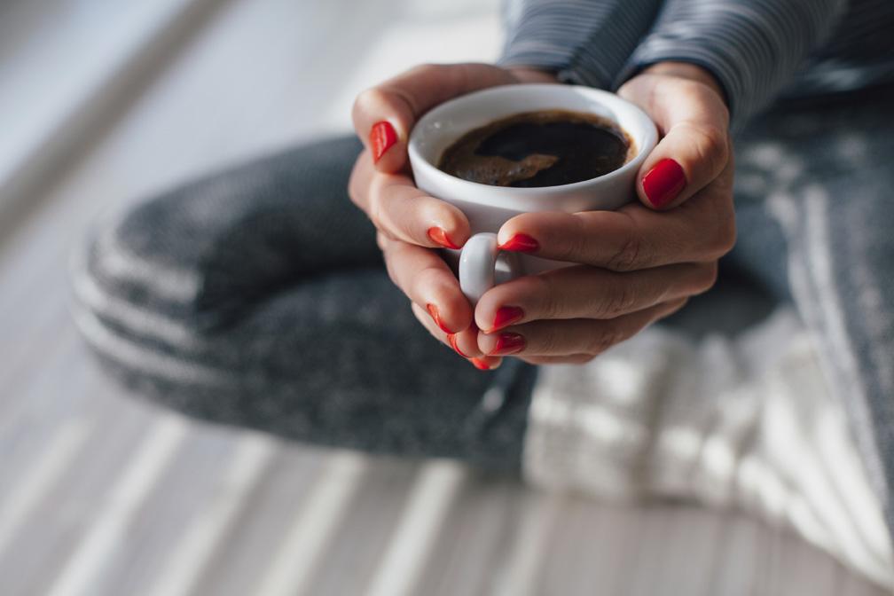 Ne brinite, kavu smijete piti. Dapače, kofein može spriječiti oštećenja živčanog sustava, ali izbjegavajte kravlje mlijeko.