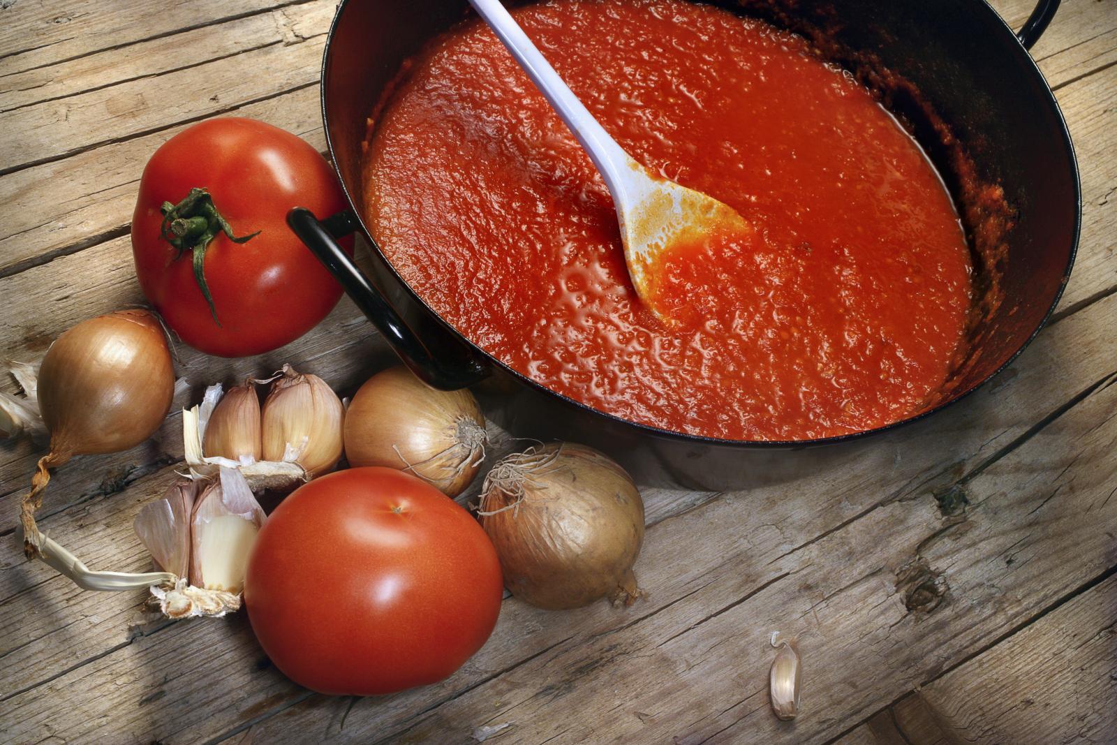 I naše bake su rado spremale rajčice za zimu.