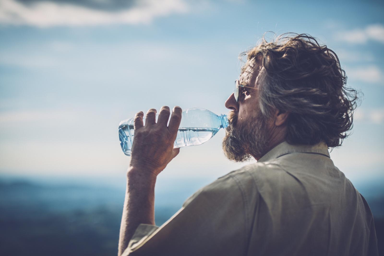 Grčevi u mišićima ili povišena tjelesna temperatura također su znakovi koje vam tijelo šalje ako ne pijete dovoljno vode.