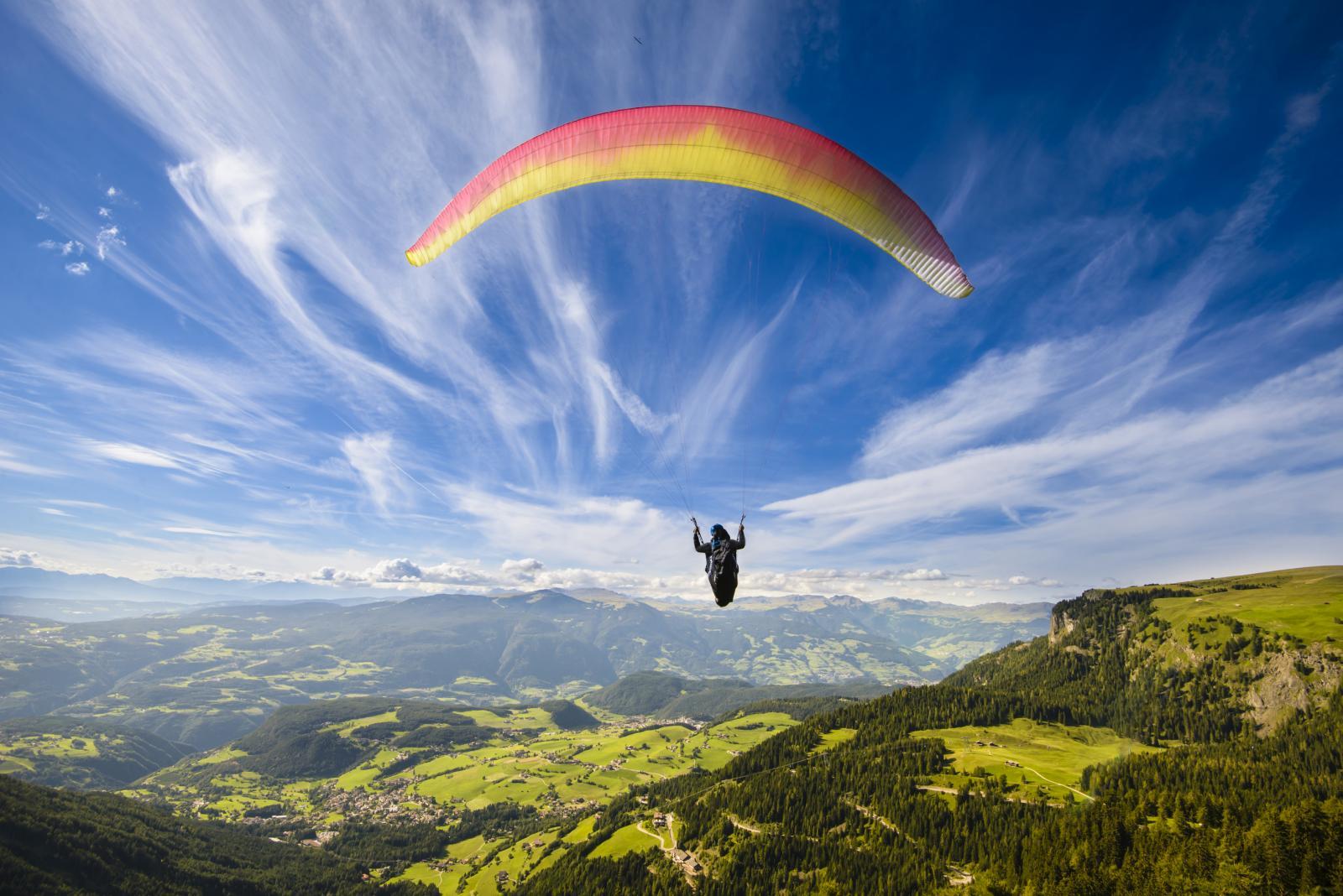 Skočite sa stijene u more, popnite se na neki vrh, poletite paraglide-om!