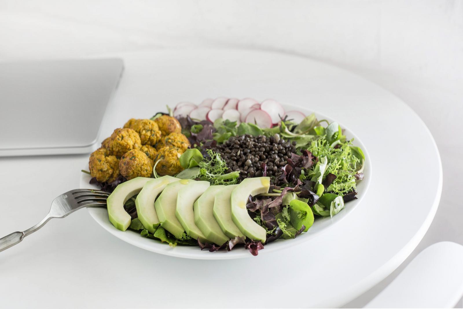 Jednako kao što nas loš izbor namirnica može uspavati, dobar izbor namirnica može nas podići.