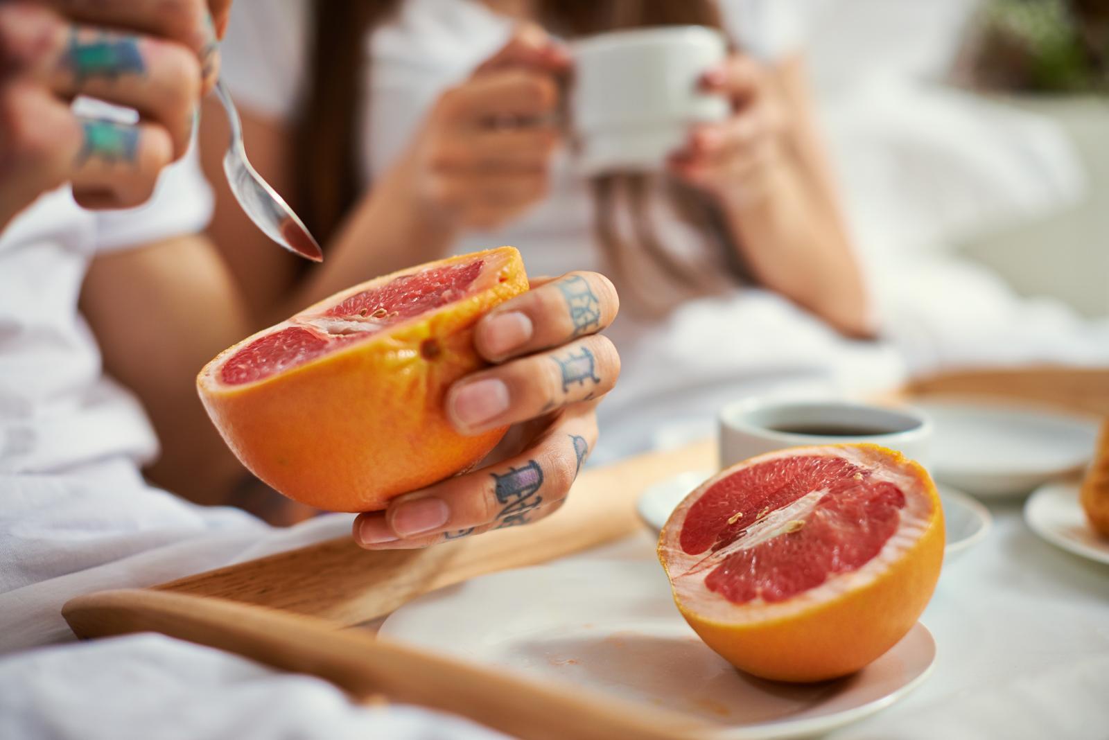 Uz jabuke koje obiluju pektinom, i grejp je visoko na listi voća koje je preporučljivo jesti u vrijeme detoksa.