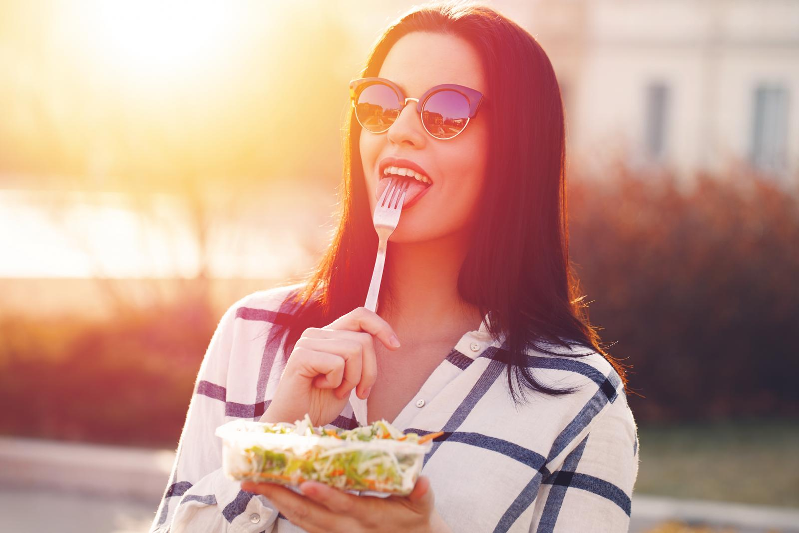 Ako je prehrana uravnotežena i raznolika, općenito zdravi čovjek njome zadovoljava svoje potrebe.