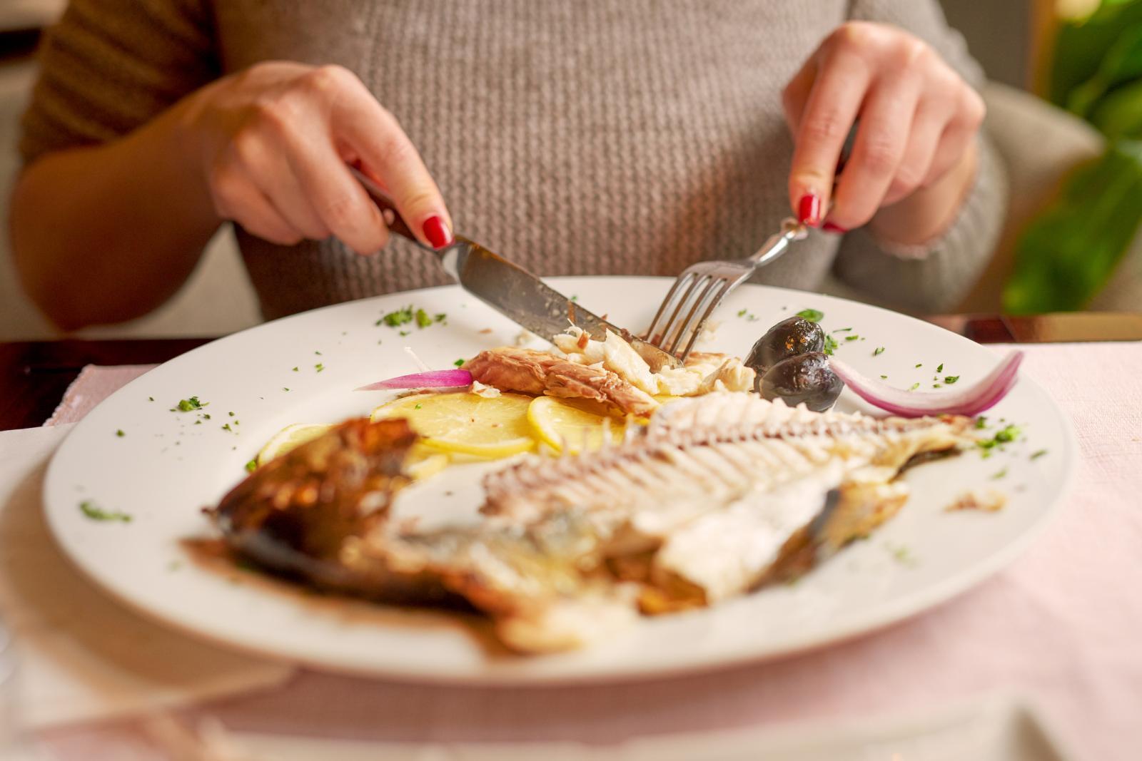 Za bolji okus ribe češnjak je idealan.