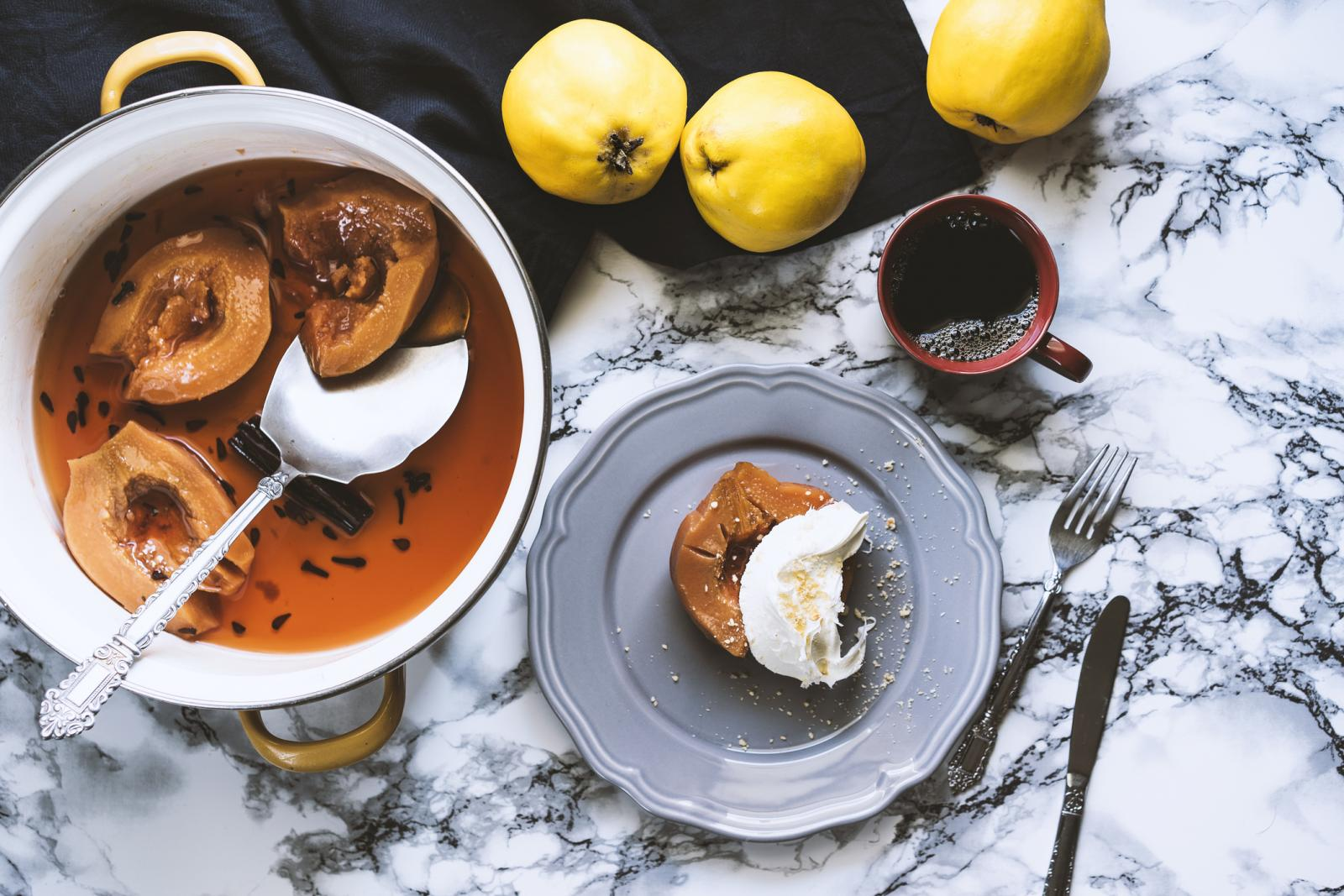 Osim kompota, od dunje možete napraviti pekmez, njome možete obogatiti kolače, guste juhe, umake za mesna pečenje, a posebno je cijenjen čaj od njezina lišća.