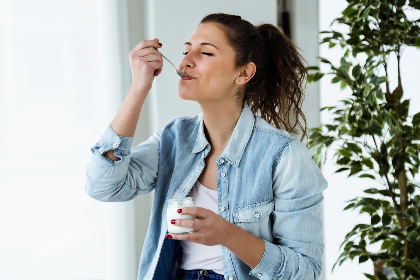 Uravnoteženu prehranu čini pravilan izbor različitih vrsta hrane i vode.