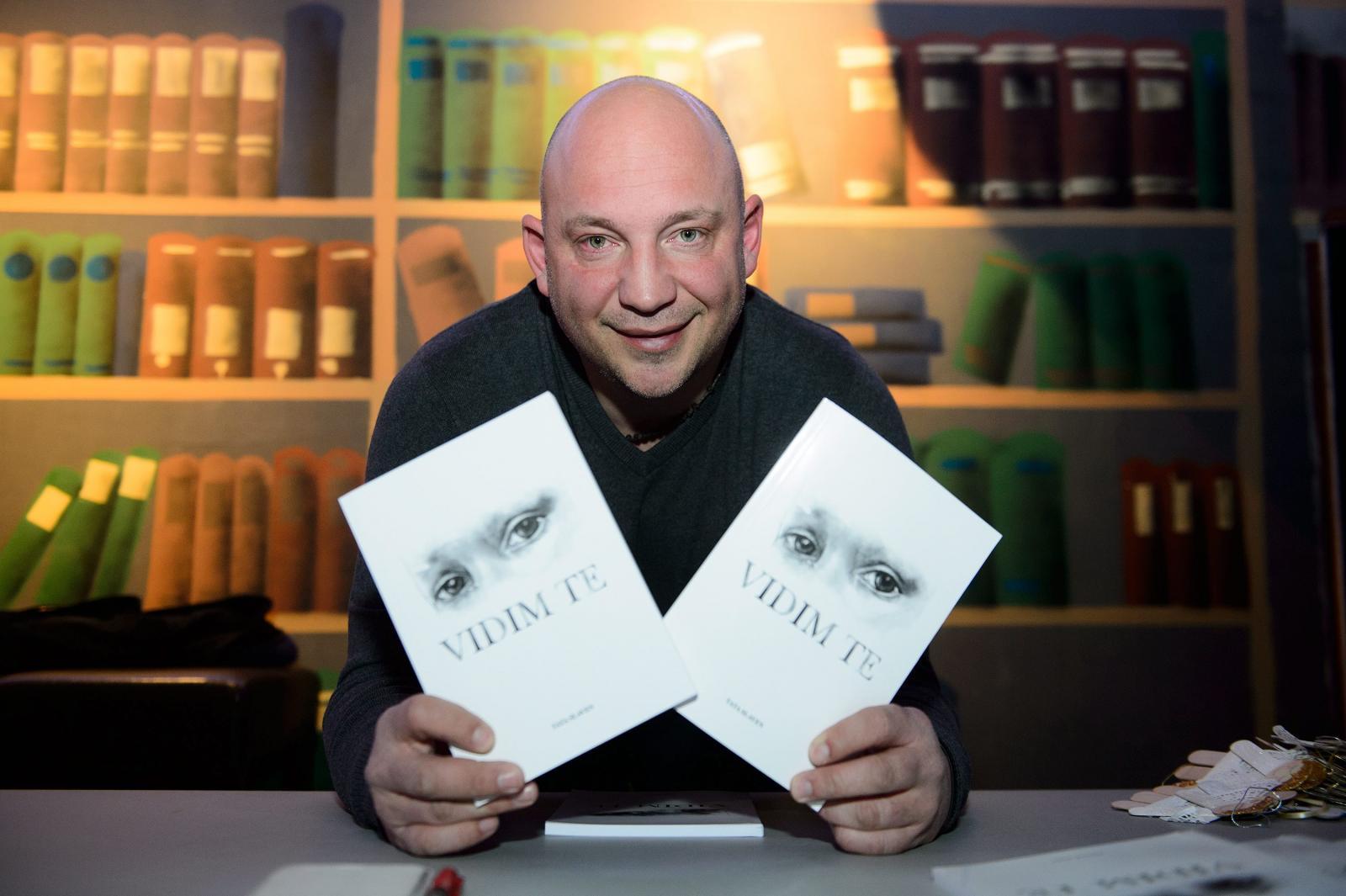 Slaven Vujić svoju je knjigu prodavao za sto kuna, no u Njemačkoj su mu ljudi davali za nju i po 200 eura. Račun, a ni potvrdu o plaćanju nisu dobili, navodi njegov bivši suradnik.