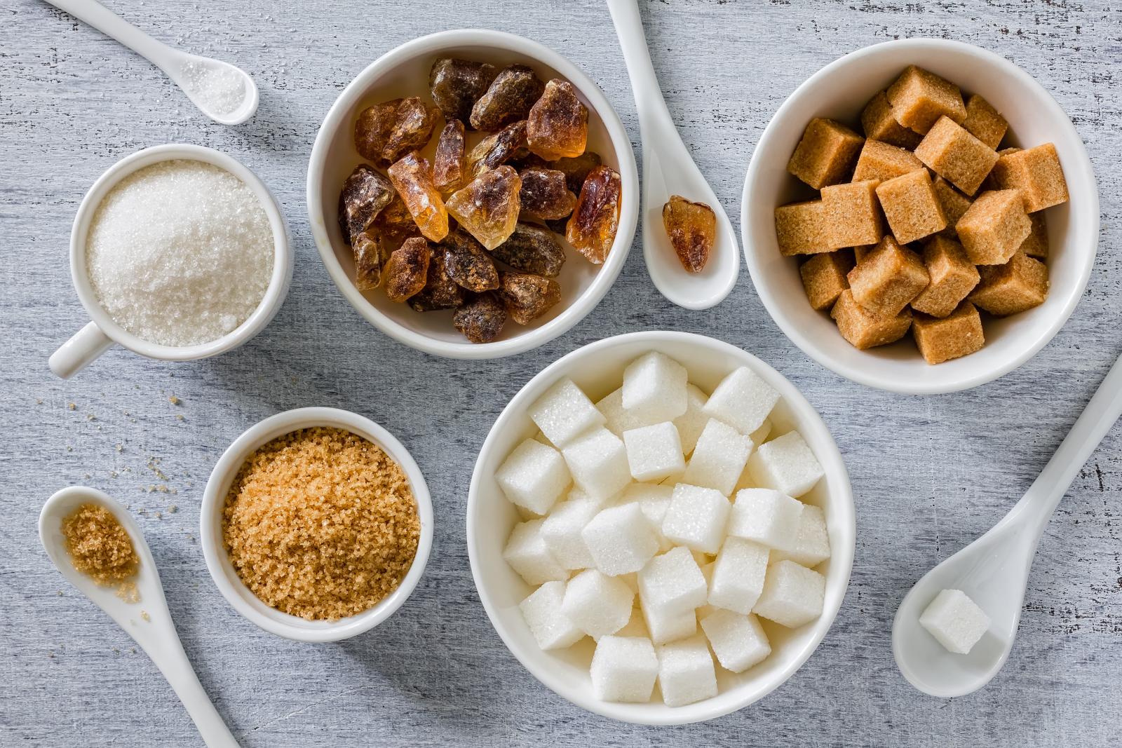 Suprotno uvjeravanjima, nema osnove  za podršku komercijalnom smeđem šećeru kao zdravijoj alternativi bijelom...