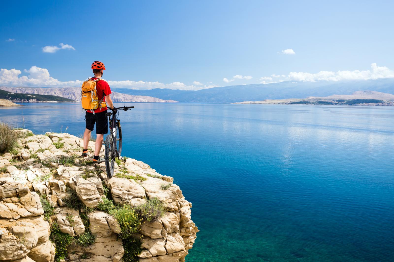 Za sportsku vožnju odaberite trkaći cestovni bicikl ili trkaći brdski bicikl s više brzina.