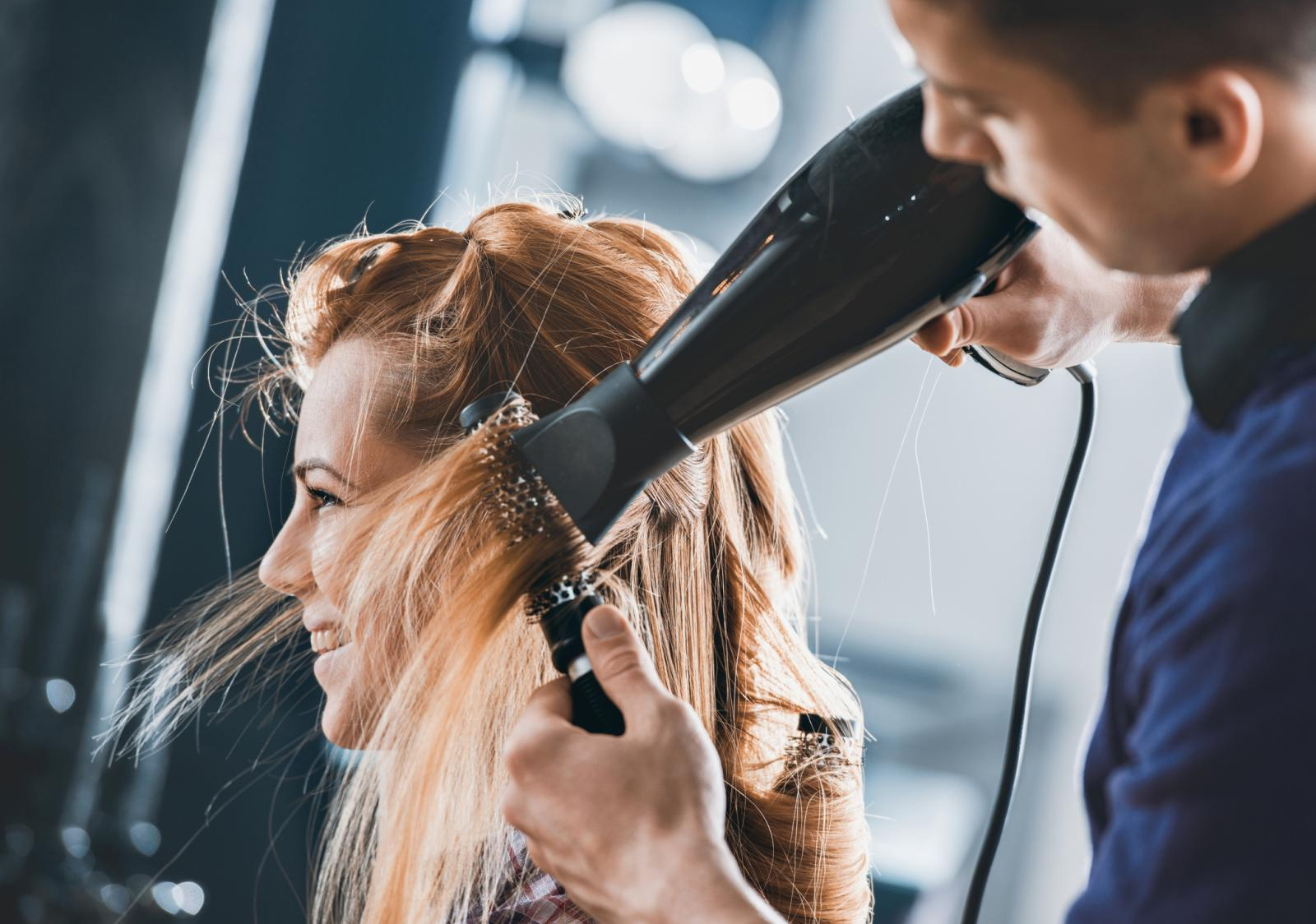 Prilikom sušenja nemojte držati fen preblizu kosi.