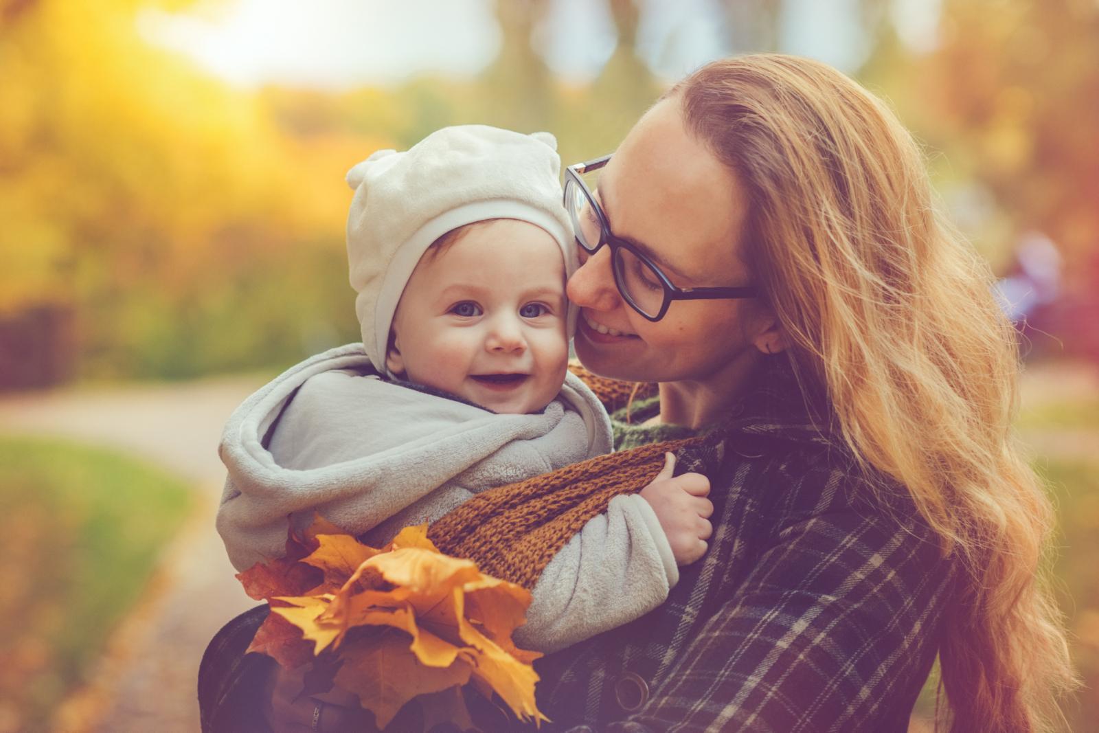 Ne znam čini li mi se to, ali ova jesen je prelijepa. Možda sam subjektivna jer ovo mi je najvažnija jesen u životu: prva otkako sam postala mama.